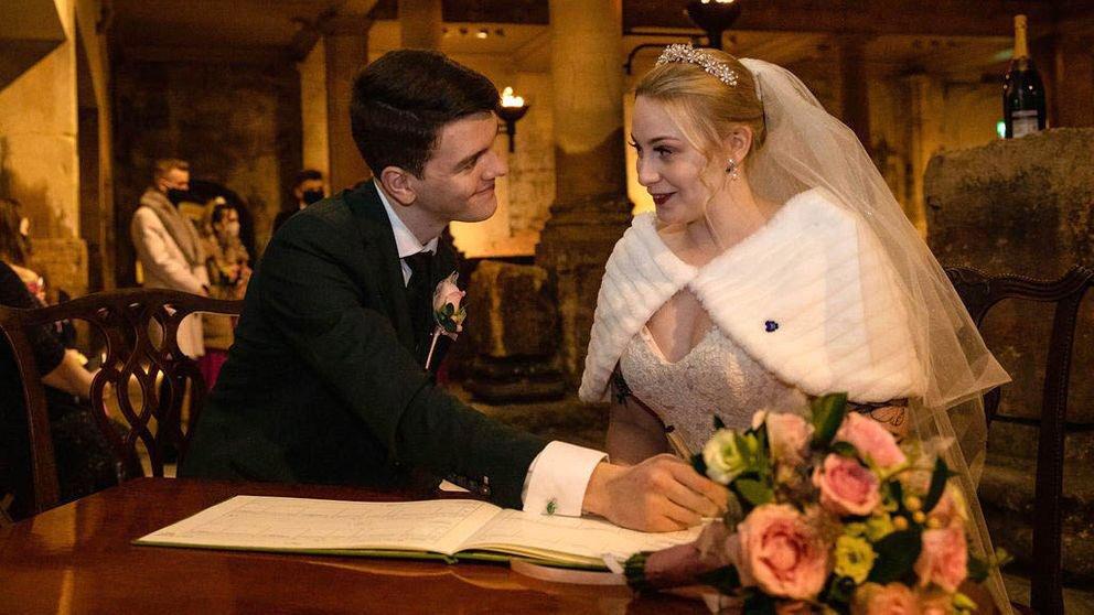 Domnul şi doamna White-Christmas s-au căsătorit în Marea Britanie fix înainte de reintrarea în carantină