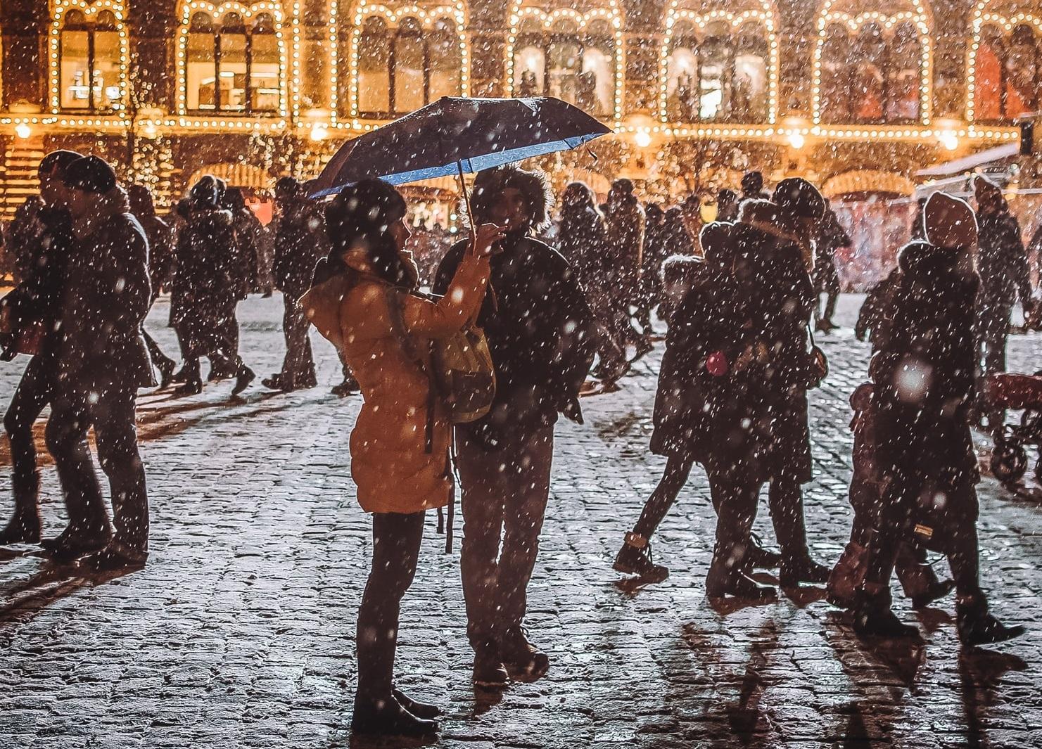 """Un medic francez propune contramandarea sărbătorilor de iarnă. """"Să anulăm Crăciunul și Revelionul, fără ezitare"""""""
