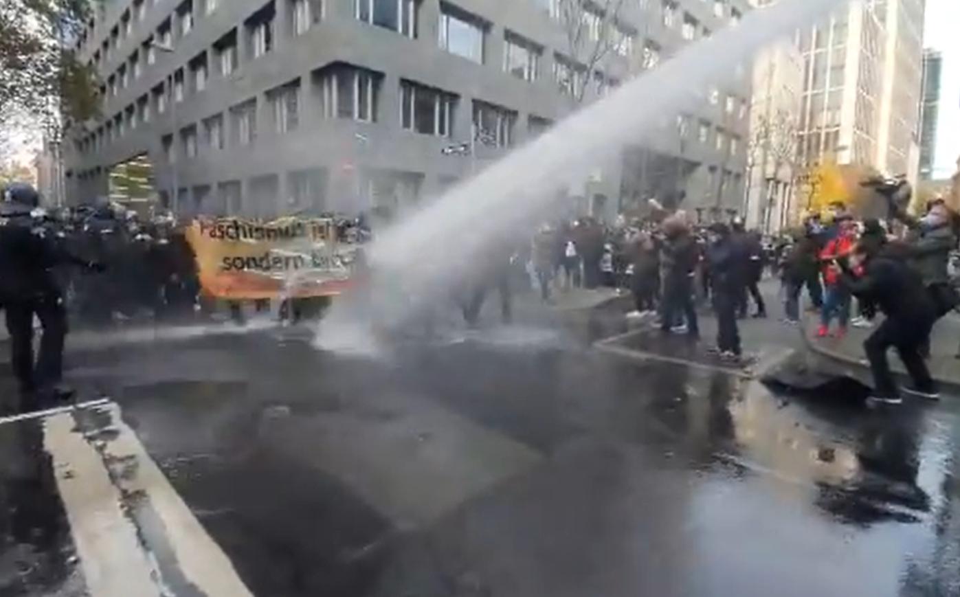 """Proteste cu mii de participanți în Germania și Franța. Manifestanți anti-mască, """"liber-gânditori"""", dar și cetățeni care cer """"mai multă coerență"""""""
