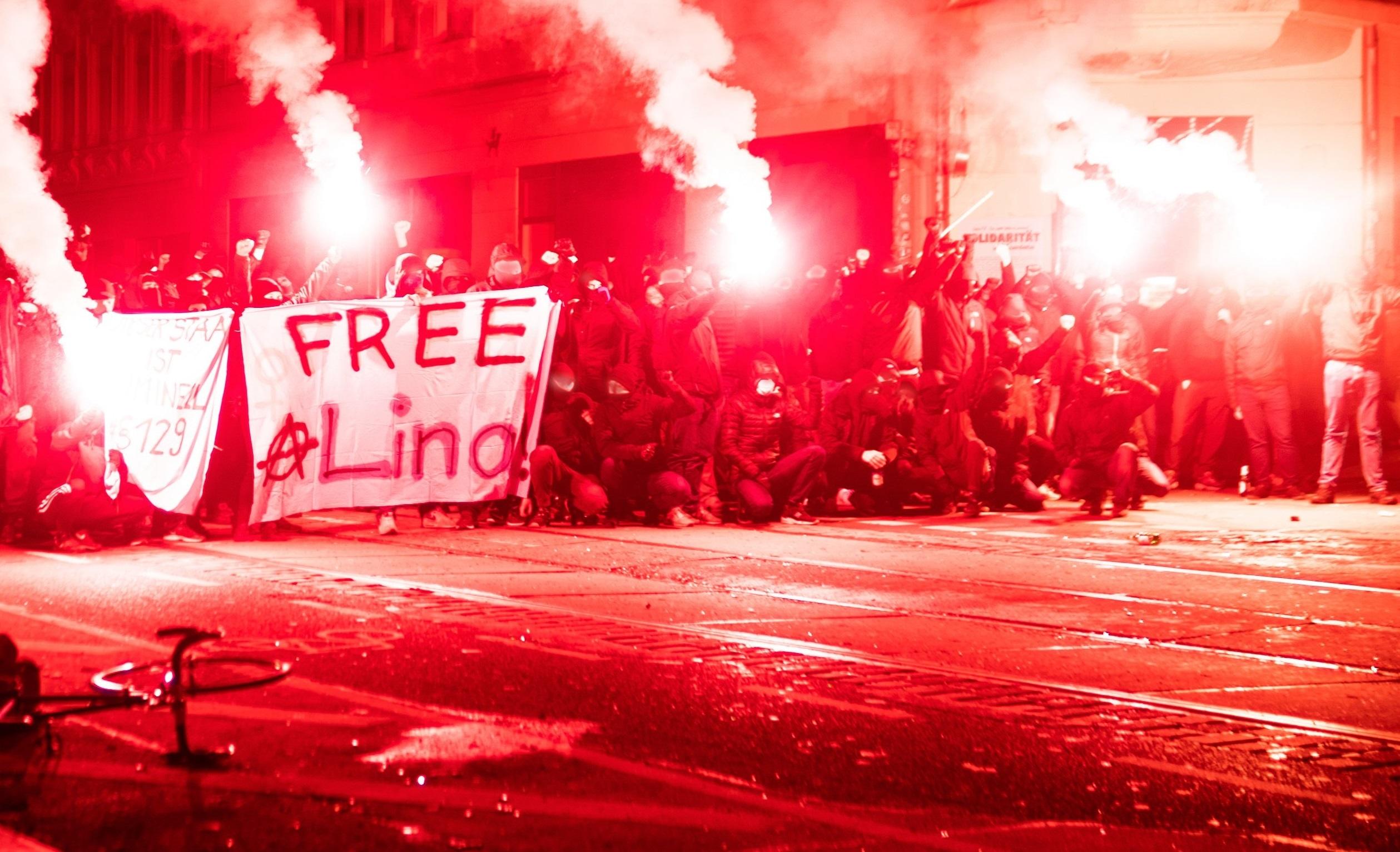 Proteste violente în Germania. Peste 20.000 de oameni se revoltă împotriva restricțiilor