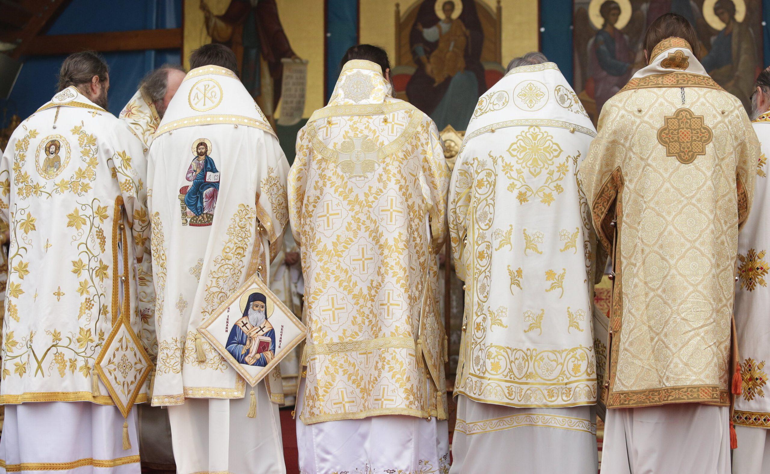 Rolul Bisericii în răspândirea Covid-19. Înalți prelați infectați, după ce au refuzat să suspende slujbele