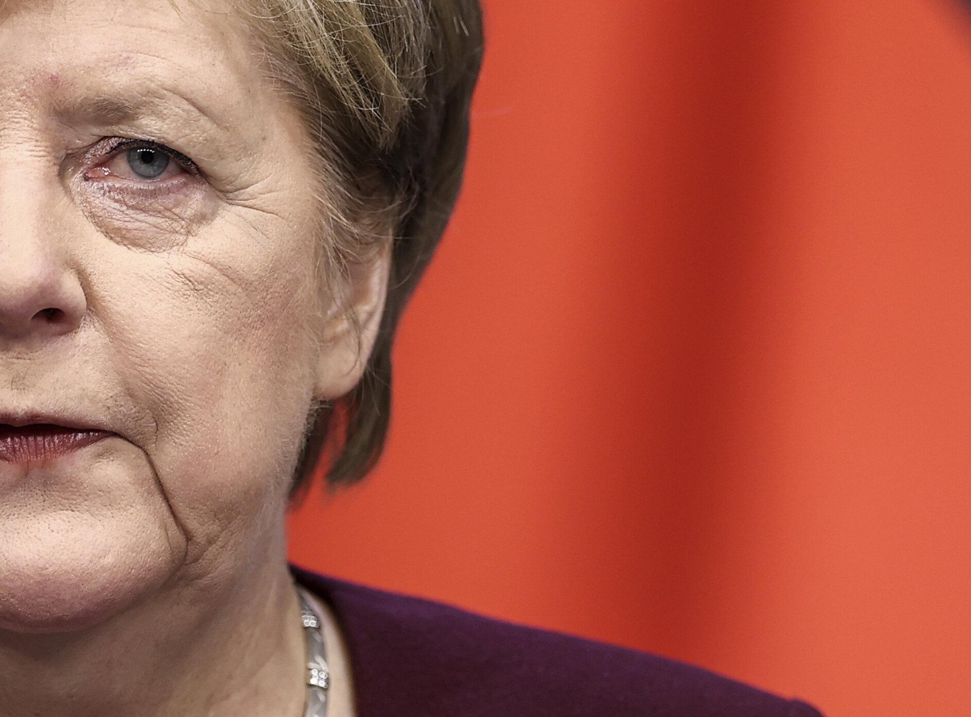 """Angela Merkel le cere germanilor să limiteze contactele până la """"minimul absolut necesar"""""""
