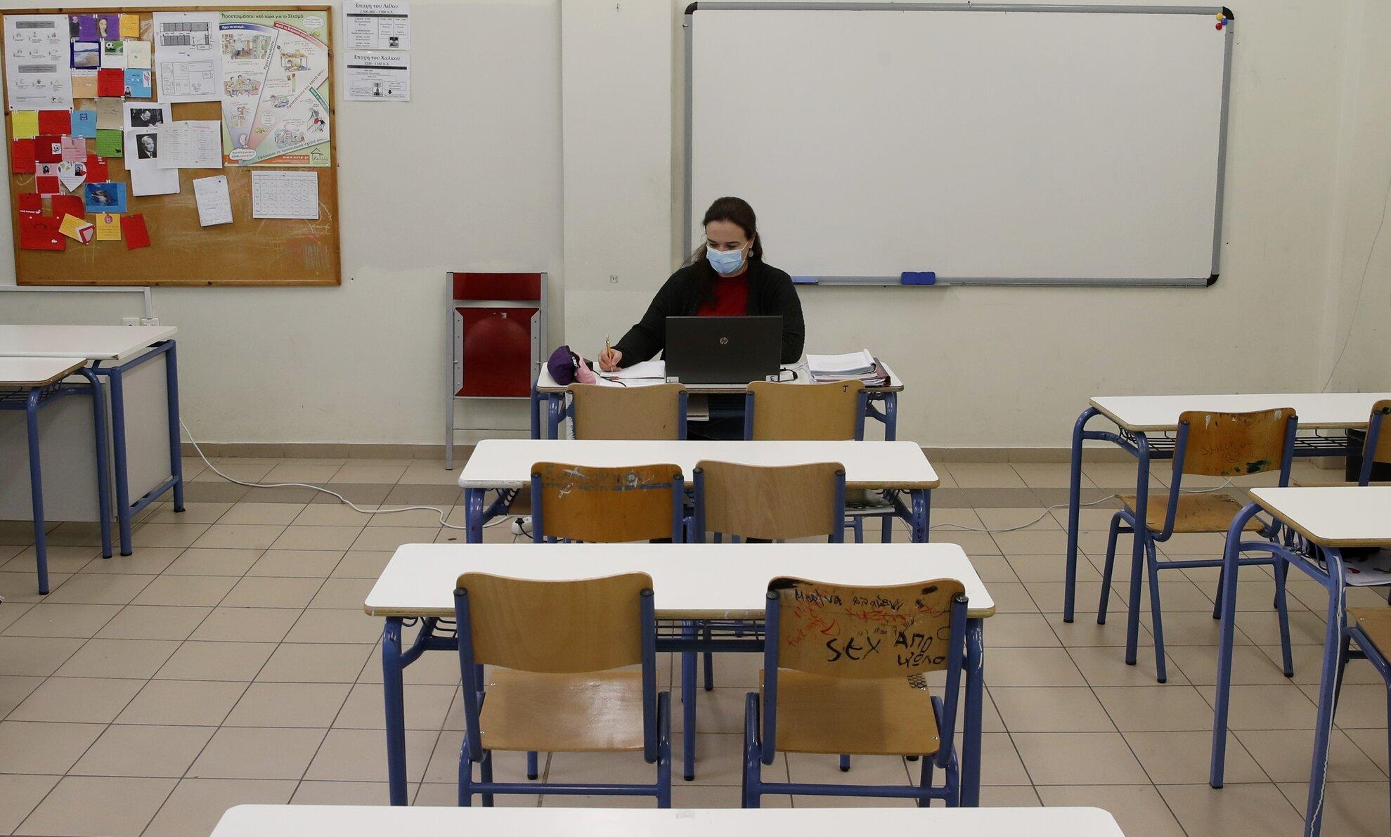 Franța| Părinții își retrag copiii de la școală, din cauza obligației de a purta mască
