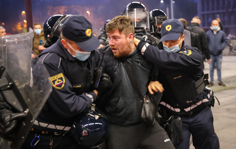 Slovenia  Proteste violente împotriva restricțiilor. Ciocniri ale manifestanților cu forțele de ordine