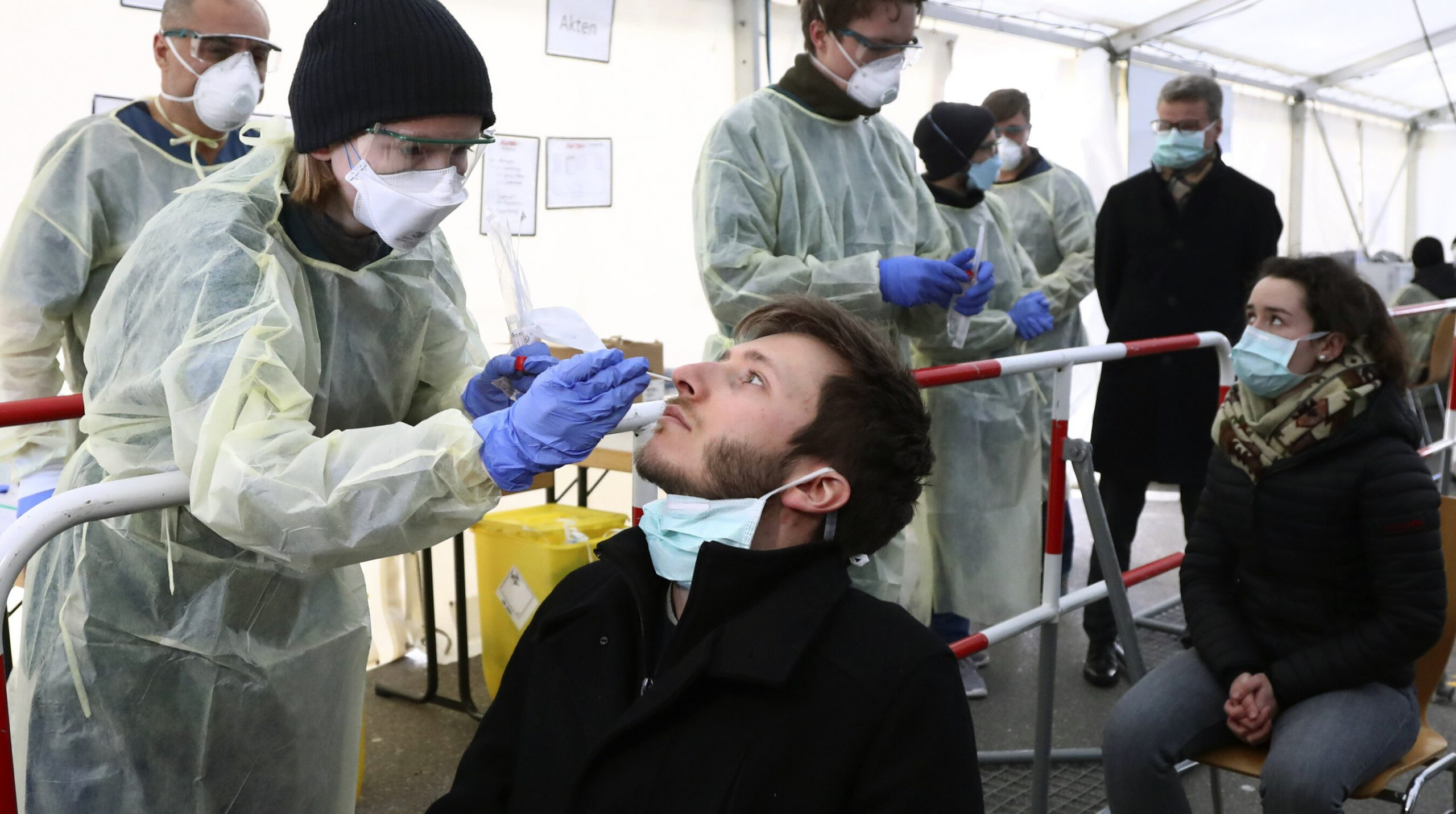 """Poți fi testat pozitiv pentru Covid și după vaccinare. """"Rezultatul nu trebuie atribuit vaccinului"""", informează CDC"""