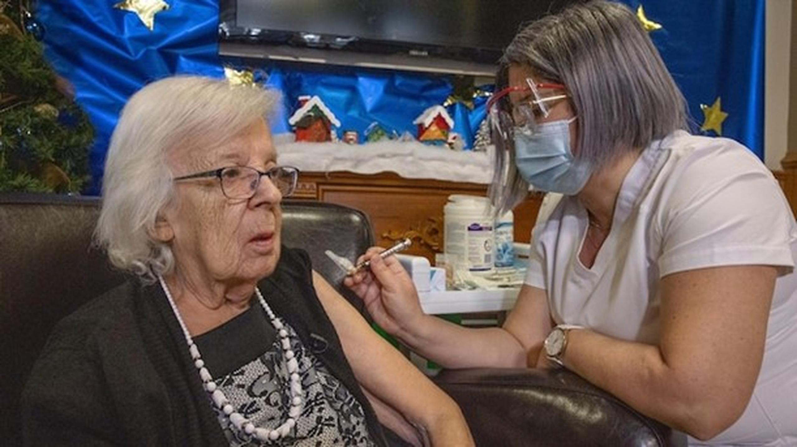 Prima femeie vaccinată în Canada are Covid. S-a infectat la două săptămâni după injectare