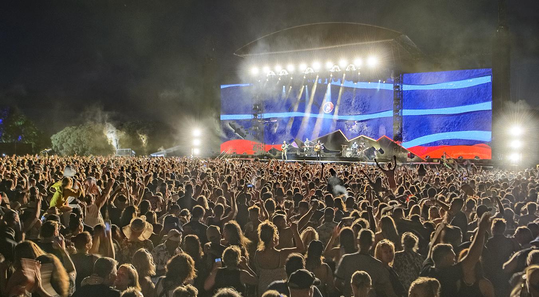Cel mai mare concert organizat de la începutul pandemiei. 20.000 de spectatori, fără mască, fără distanțare