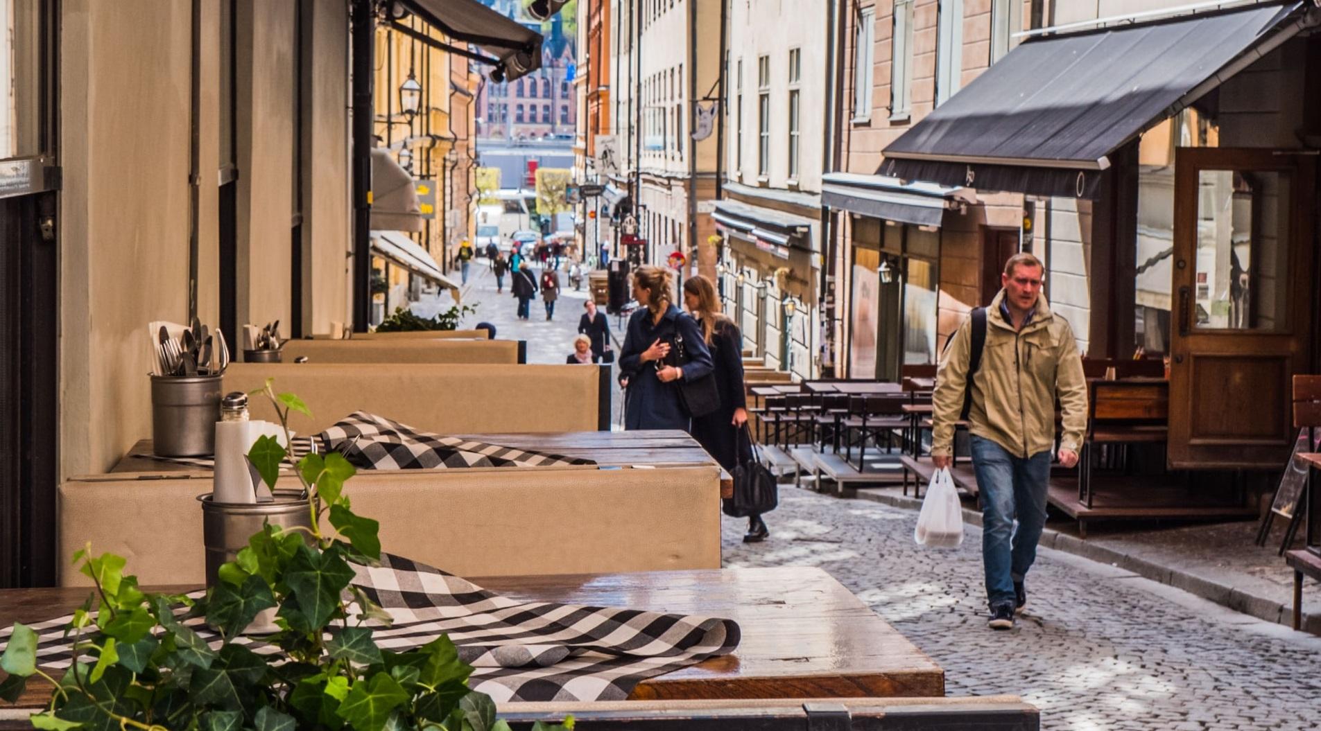 Suedia cedează| Nordicii se pregătesc să închidă pentru prima dată restaurantele și magazinele