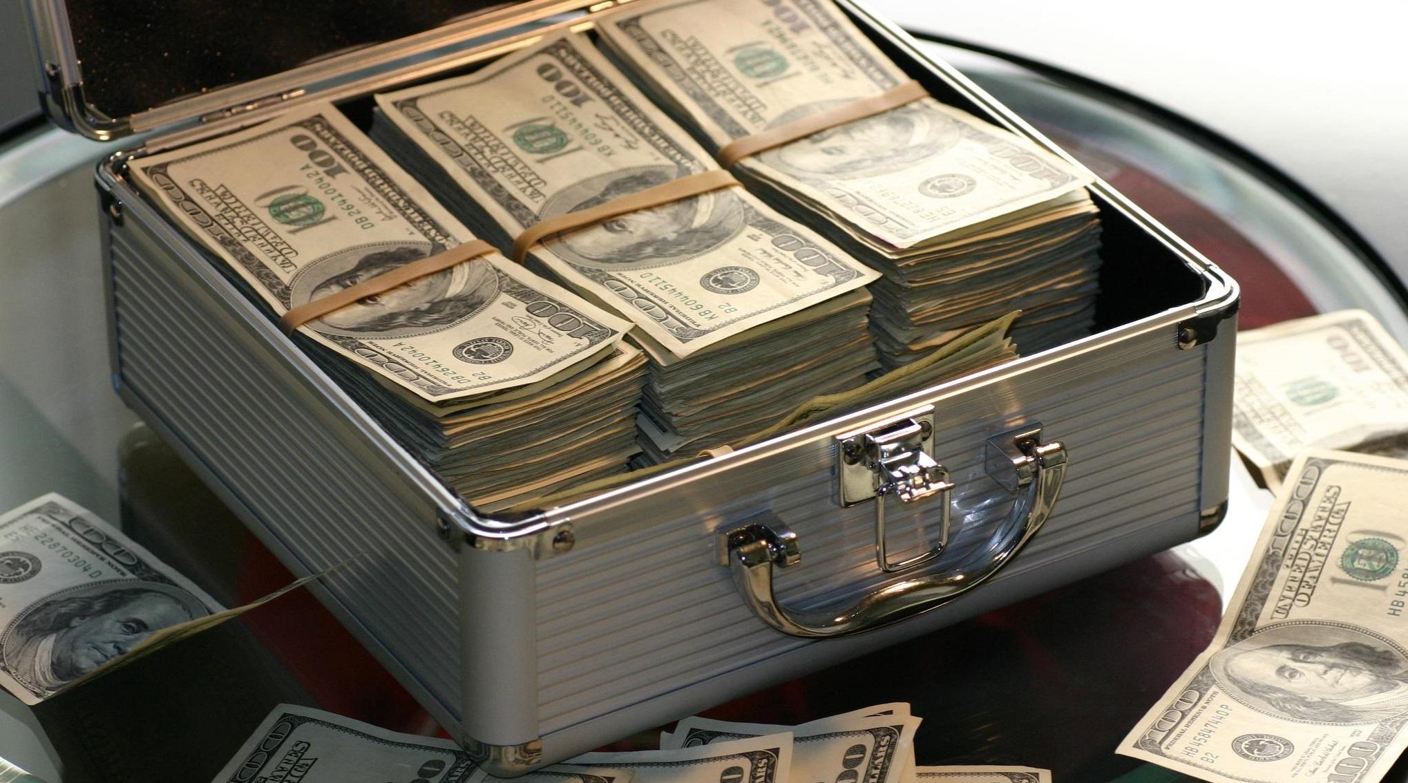 Un american a câștigat 1 miliard de dolari la loterie. Din 320 de milioane de combinații, a lui a fost cea corectă