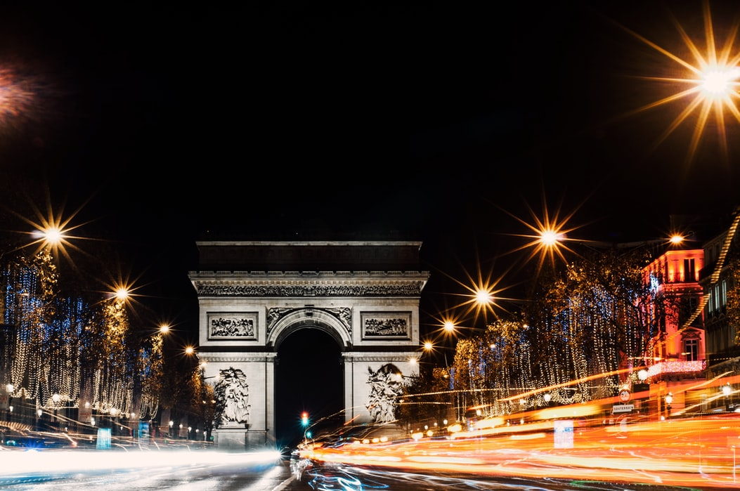 Schimbări majore pentru bulevardul Champs-Élysées din Paris. Va fi transformat într-un spațiu verde, pietonal