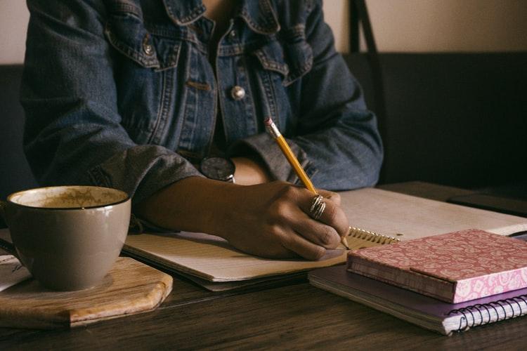 23 ianuarie  Ziua scrisului de mână. Tu când ai scris ultima oară o scrisoare?
