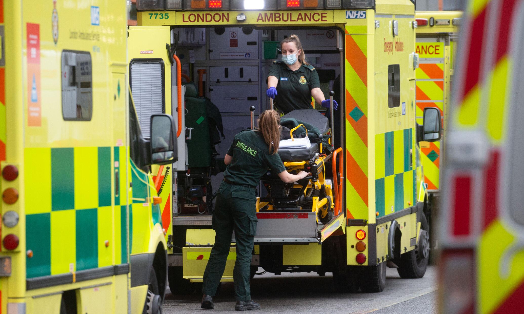 Bolnavii Covid nu mai au loc în spitalele din Londra. Sunt transferați la hoteluri sau case de bătrâni