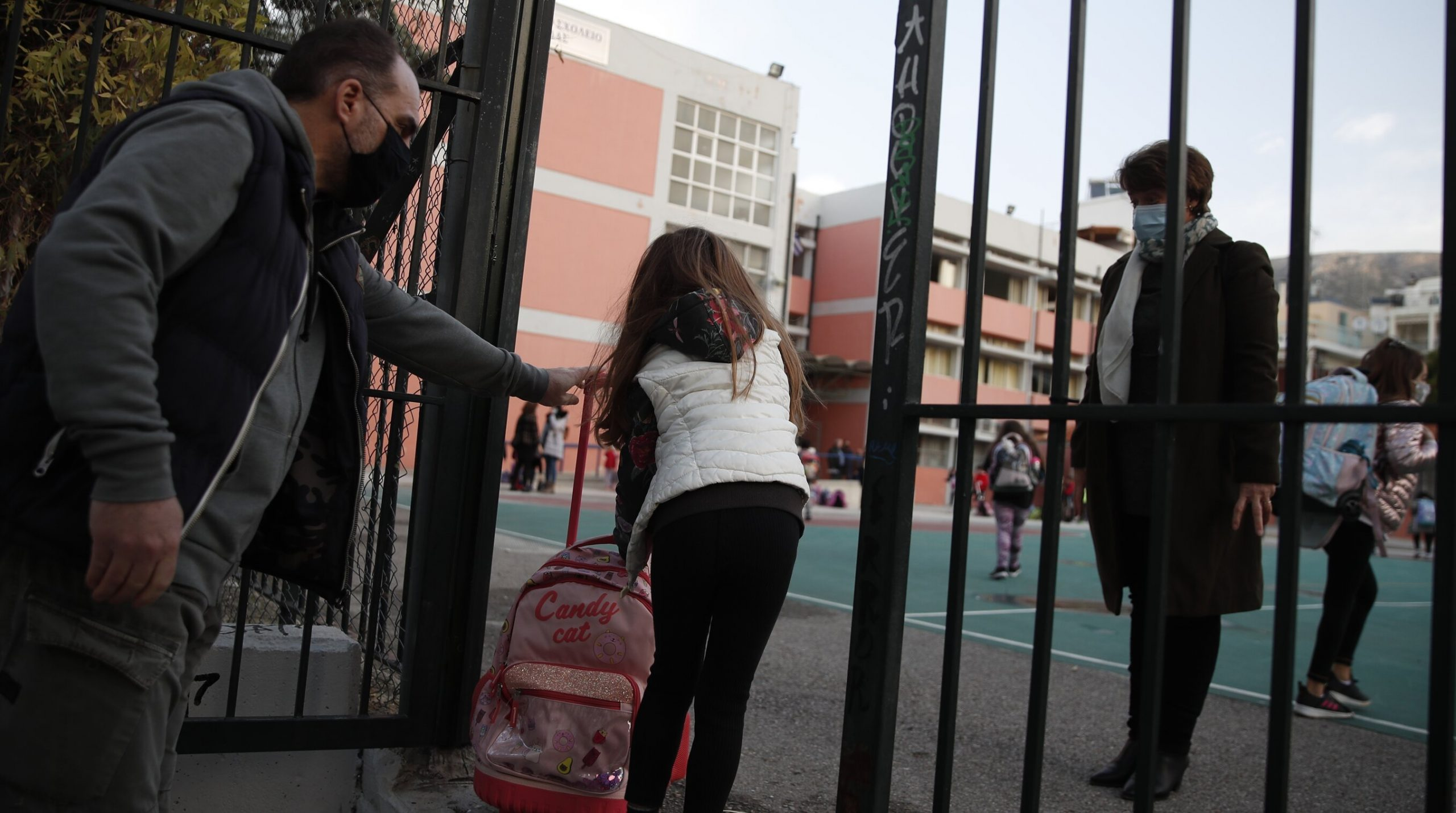 Focar provocat de noua tulpină britanică într-o școală din București. 9 din 10 persoane testate sunt pozitive