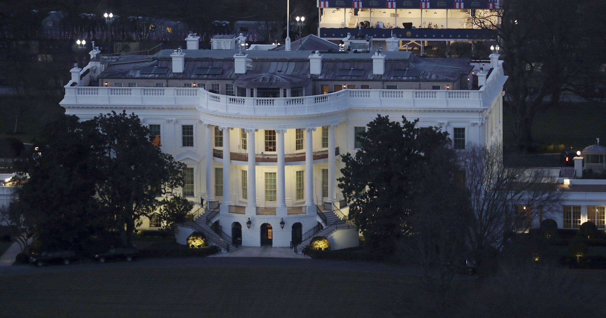 Curăță după Trump  500.000 de dolari pentru dezinfectarea Casei Albe, înainte de sosirea lui Biden