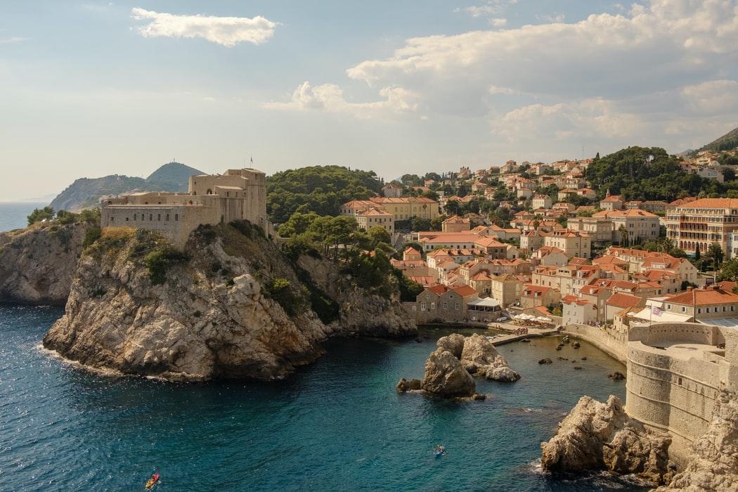 """Croația și-a modificat legile pentru a primi turiști """"pe termen lung"""". Permis de ședere pe un an celor care lucrează la distanță"""