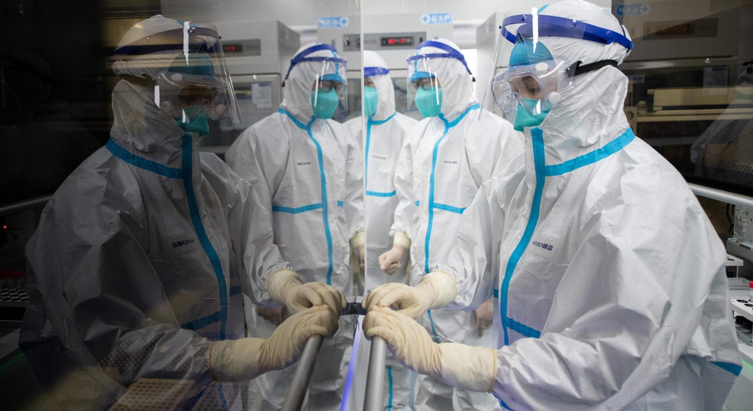 Marea Britanie organizează un studiu în care participanții vor fi infectați voluntar cu SARS-Cov-2