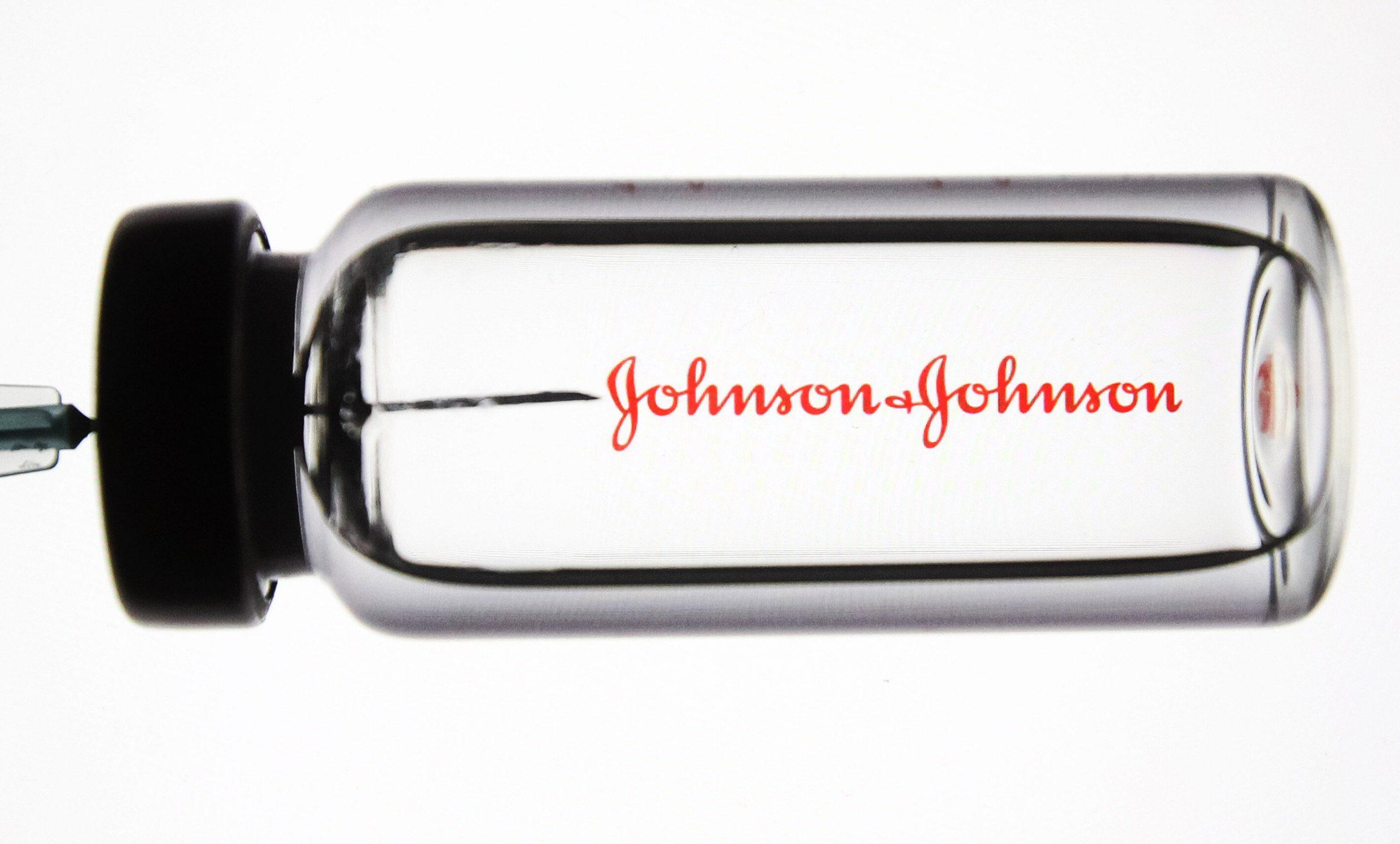 Vaccinul Johnson & Johnson a fost aprobat în SUA. Doză unică, eficiență împotriva variantelor și depozitare la temperaturi normale