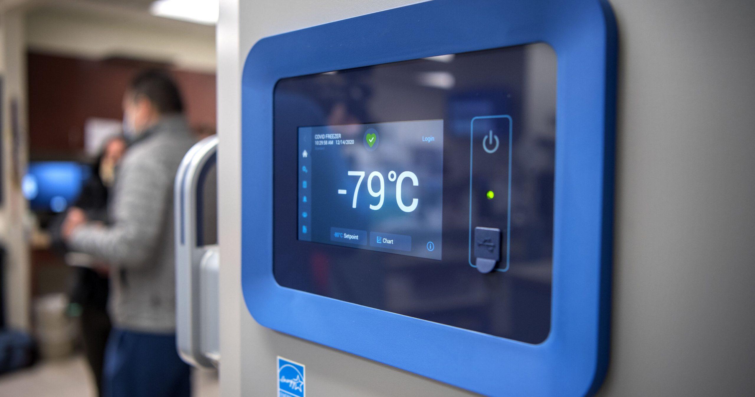 Pfizer s-a săturat de frig. Compania anunță că vaccinul anti-Covid poate fi păstrat și la -15°C, nu neapărat la -80°C