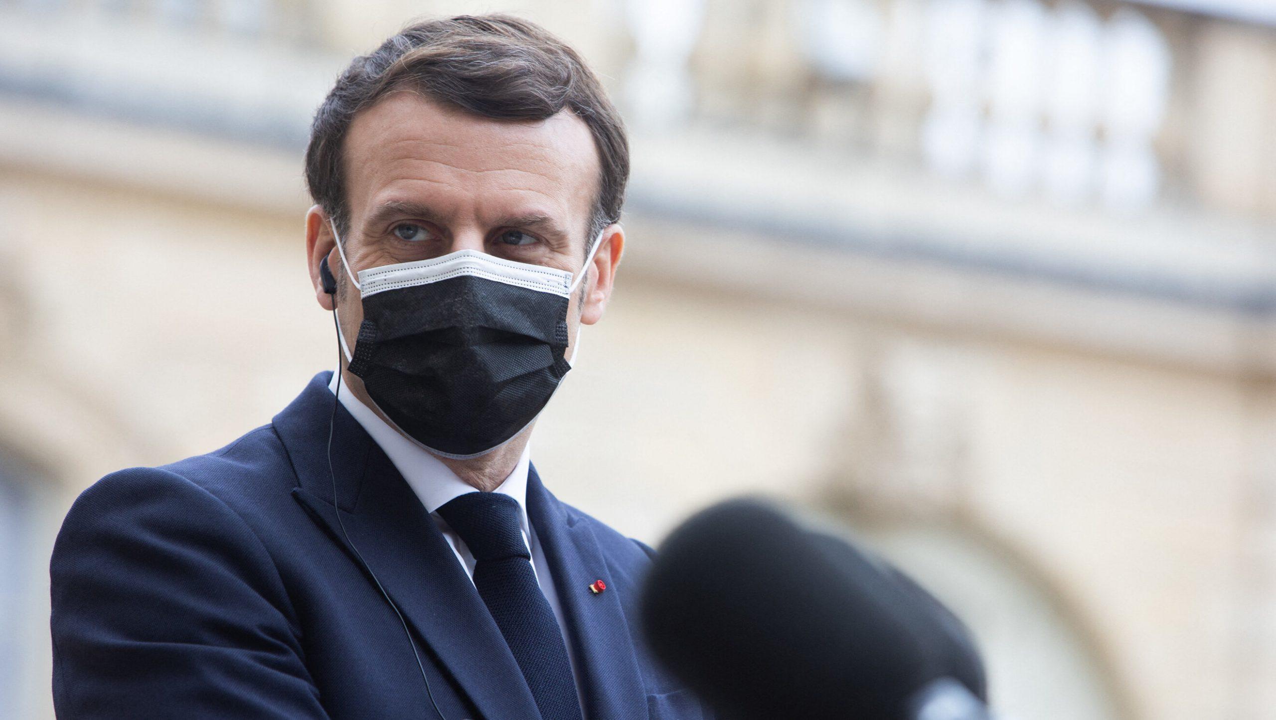 """Macron este împotriva """"pașaportului de vaccinare"""", dar vrea un """"permis de sănătate"""" pentru a redeschide restaurantele și spațiile culturale"""