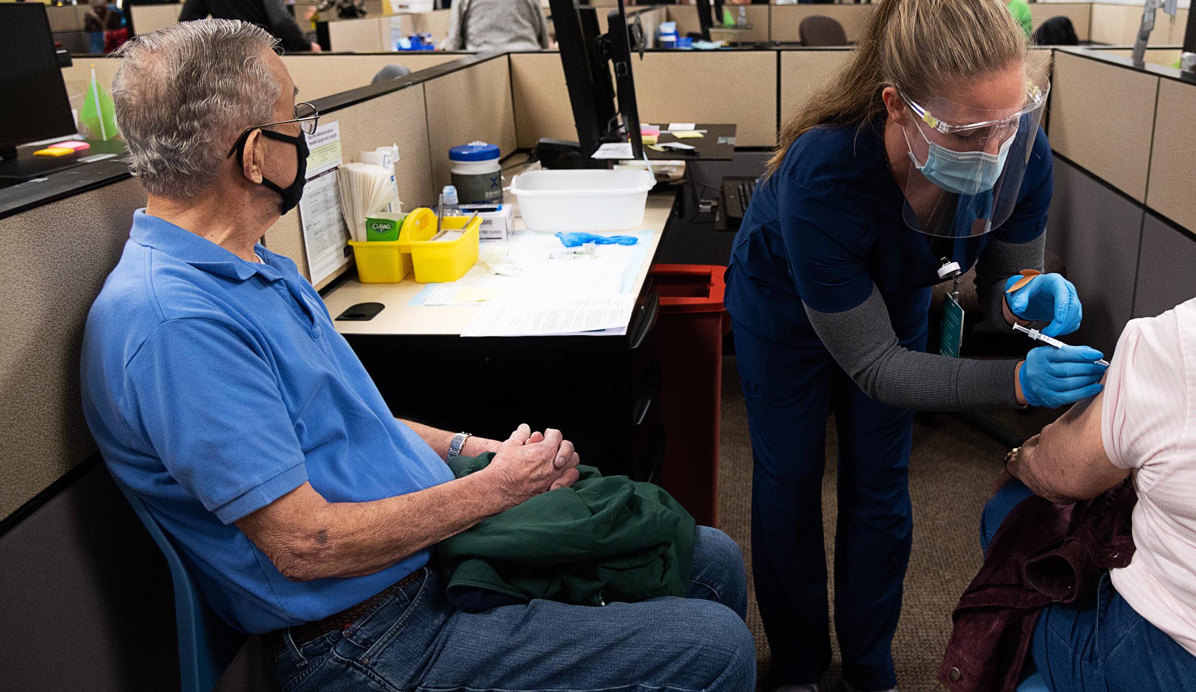 New York  Un bărbat a murit în timp ce părăsea centrul de vaccinare, la 25 de minute de la inoculare