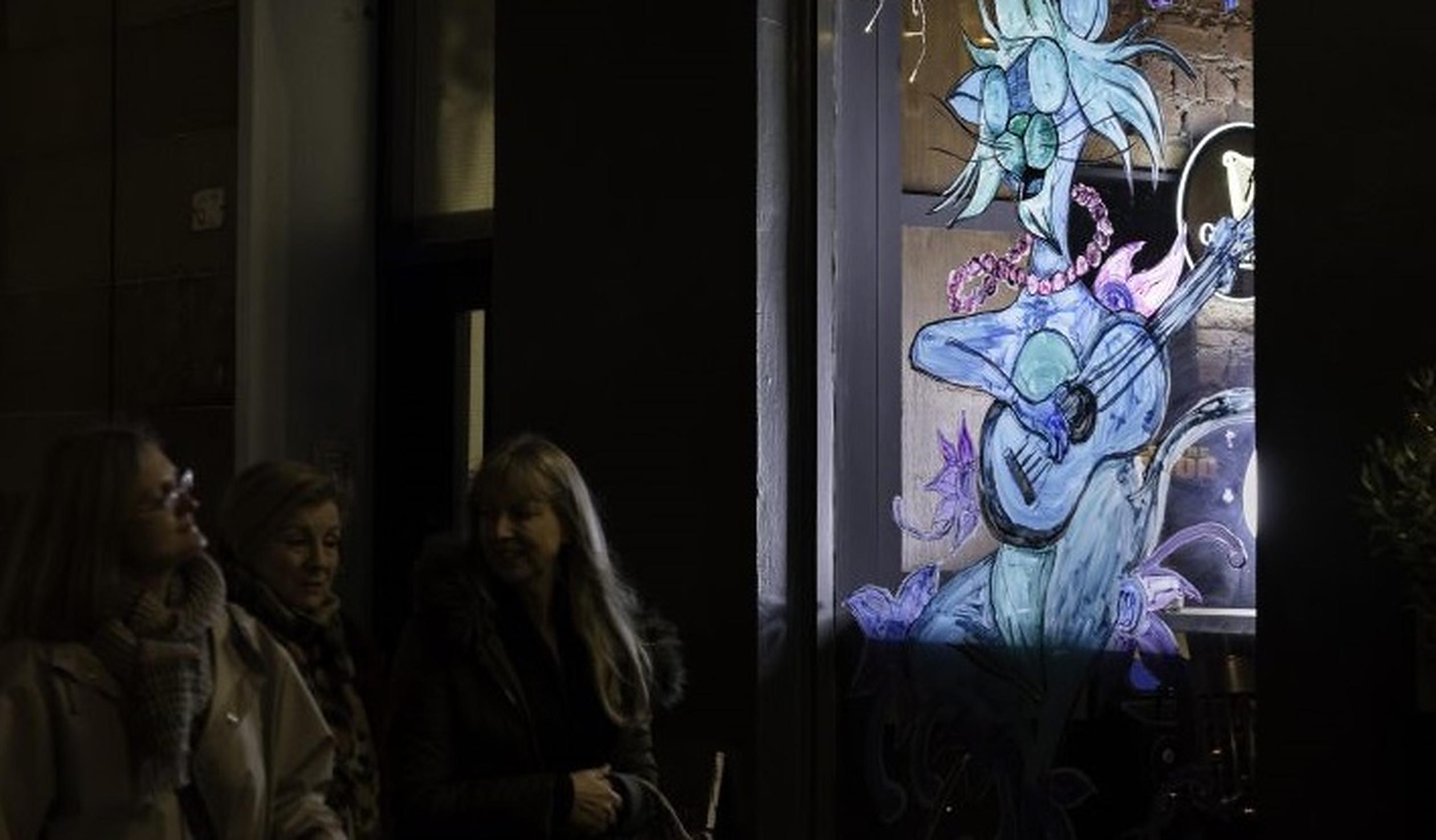 Socializare la distanță| Britanicii își transformă ferestrele în vitrine colorate, pentru a înveseli comunitatea