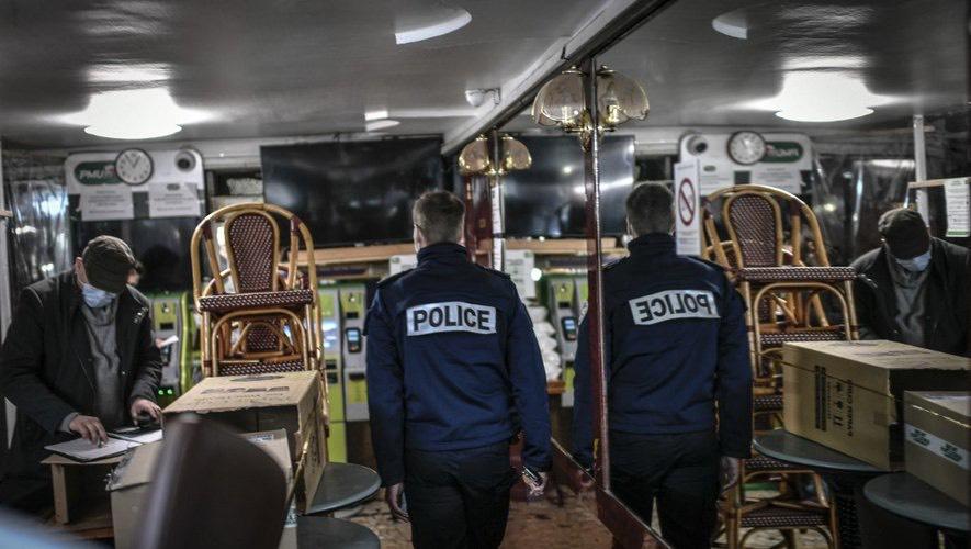 Mai mulți jurnaliști și medici francezi, prinși în timp ce petreceau la un restaurant clandestin din Paris