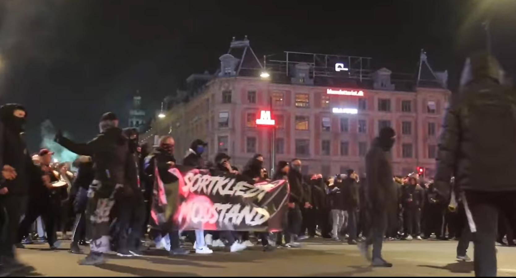 """Danezii protestează împotriva """"pașaportului Corona"""". """"Libertate pentru Danemarca"""""""