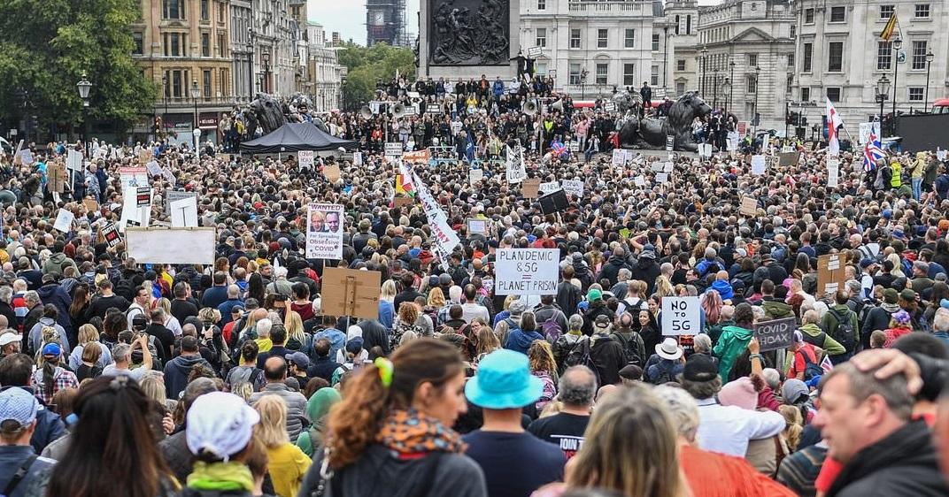 Londra| Mii de cetățeni au protestat împotriva restricțiilor, deși adunările de acest tip sunt ilegale