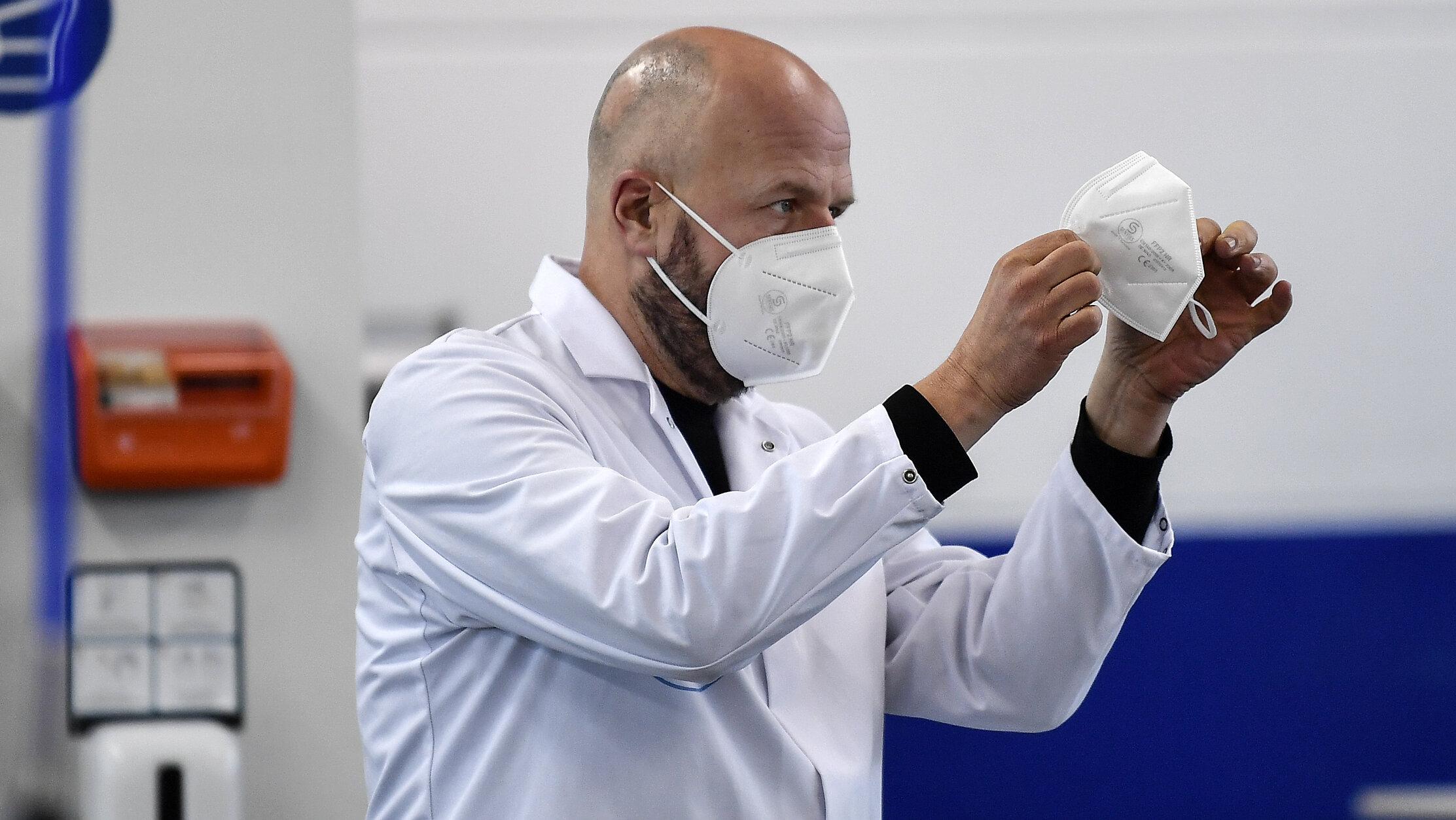 Masca nu are un impact semnificativ asupra evoluției epidemiei, arată un nou studiu realizat în SUA