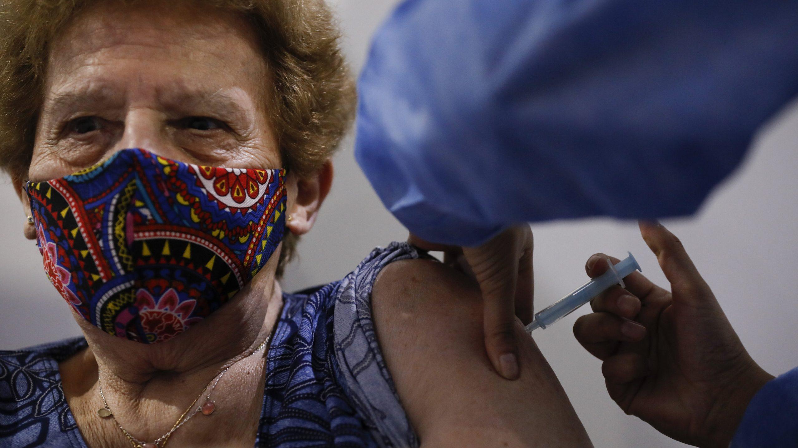 Franța aprobă utilizarea vaccinului AstraZeneca și pentru grupa de vârstă 65-75 de ani