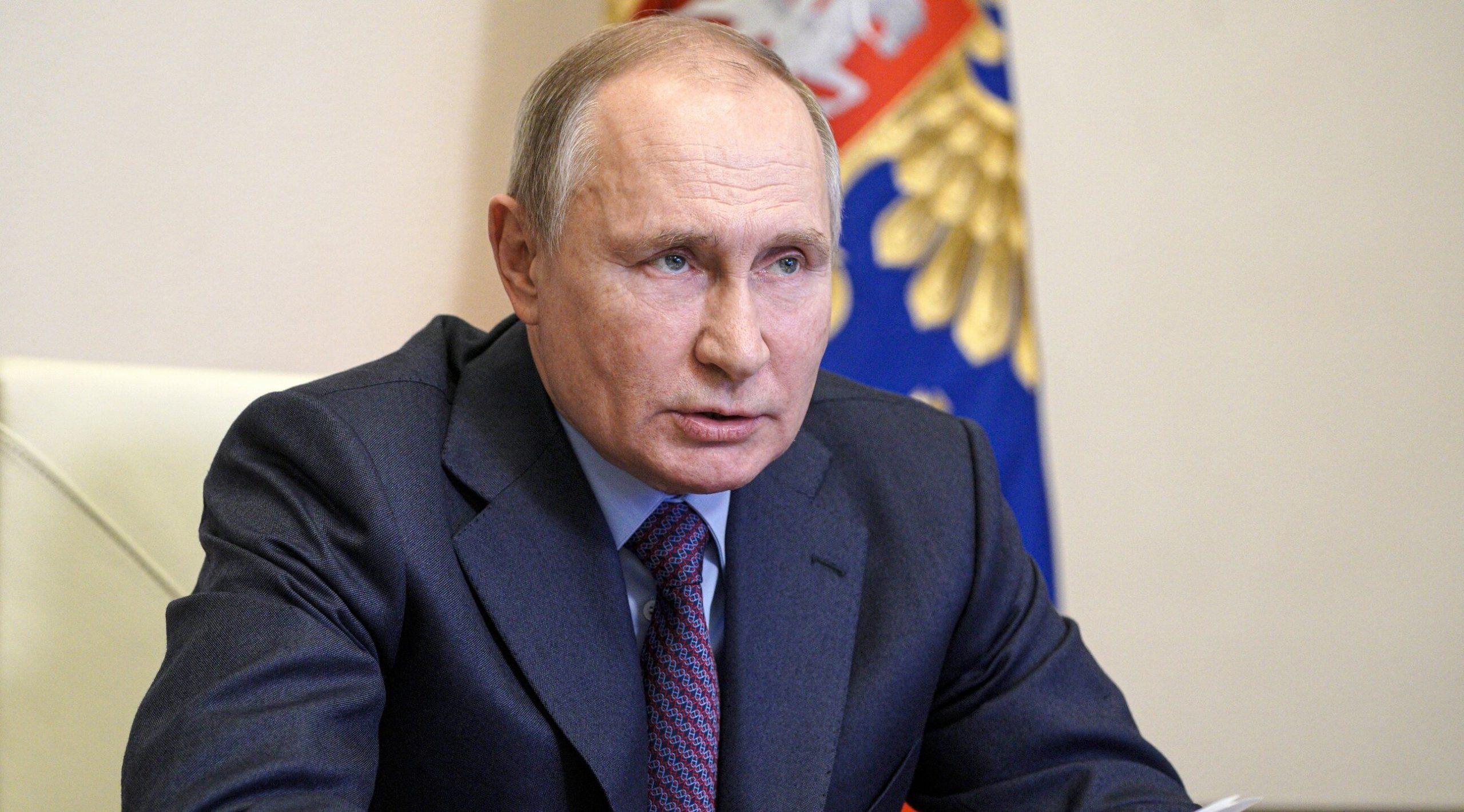 Putin anunță că se vaccinează mâine și critică atitudinea oficialului european care susține că UE nu are nevoie de Sputnik V