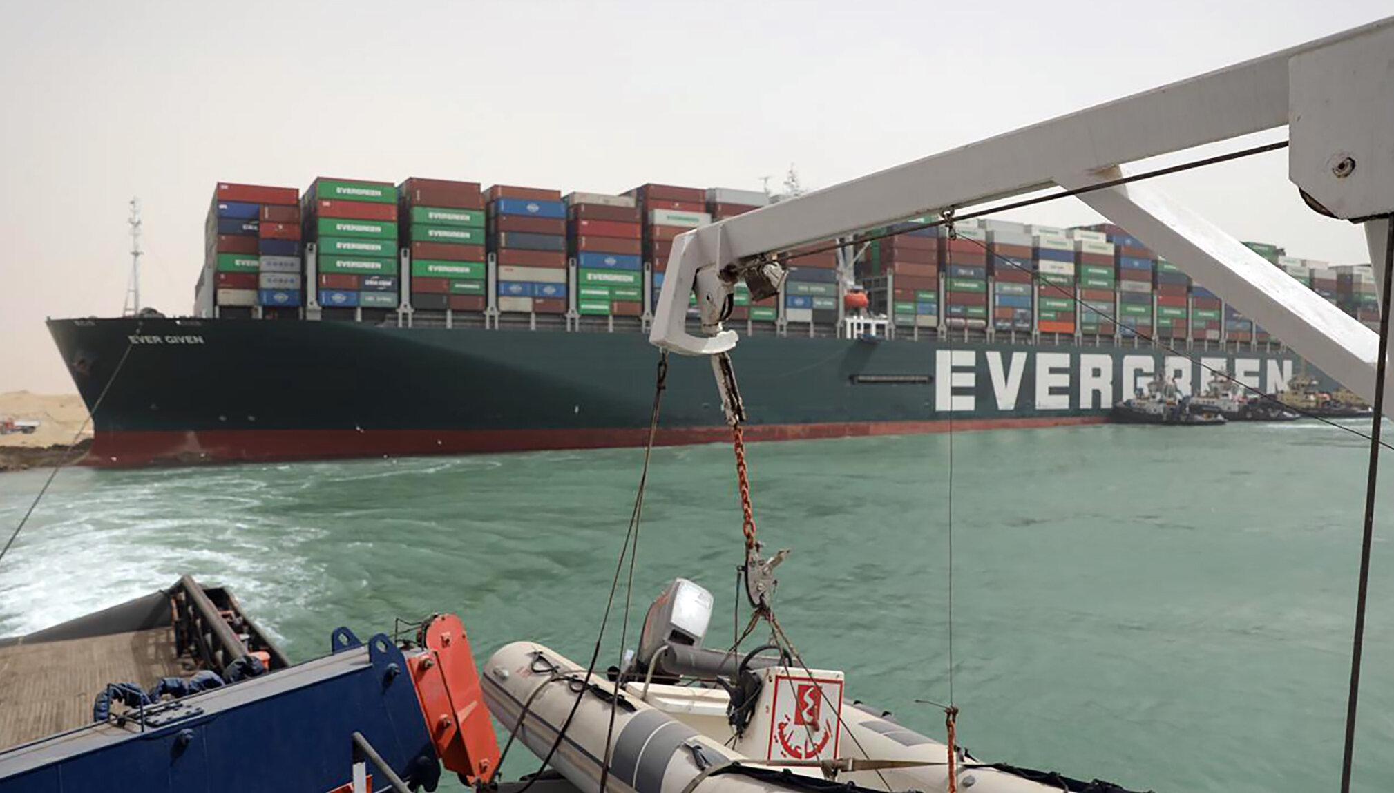 Nava care blochează Canalul Suez a fost pusă pe punctul de plutire, după aproape o săptămână