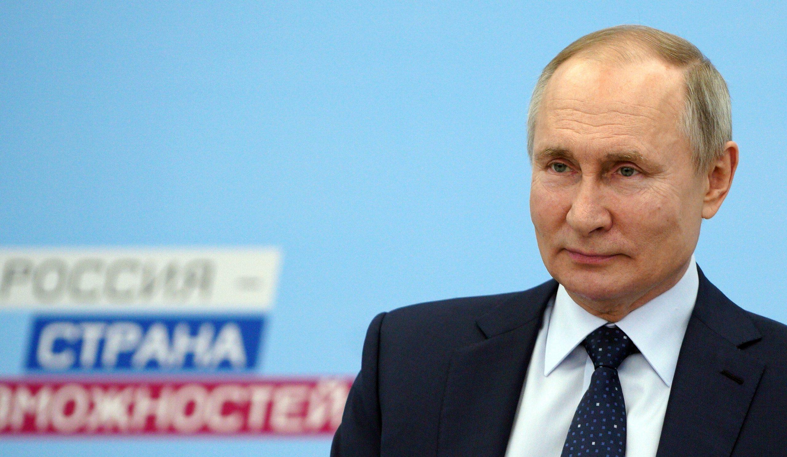 """Vladimir Putin a avut """"efecte adverse minore"""" după vaccinarea anti-Covid"""