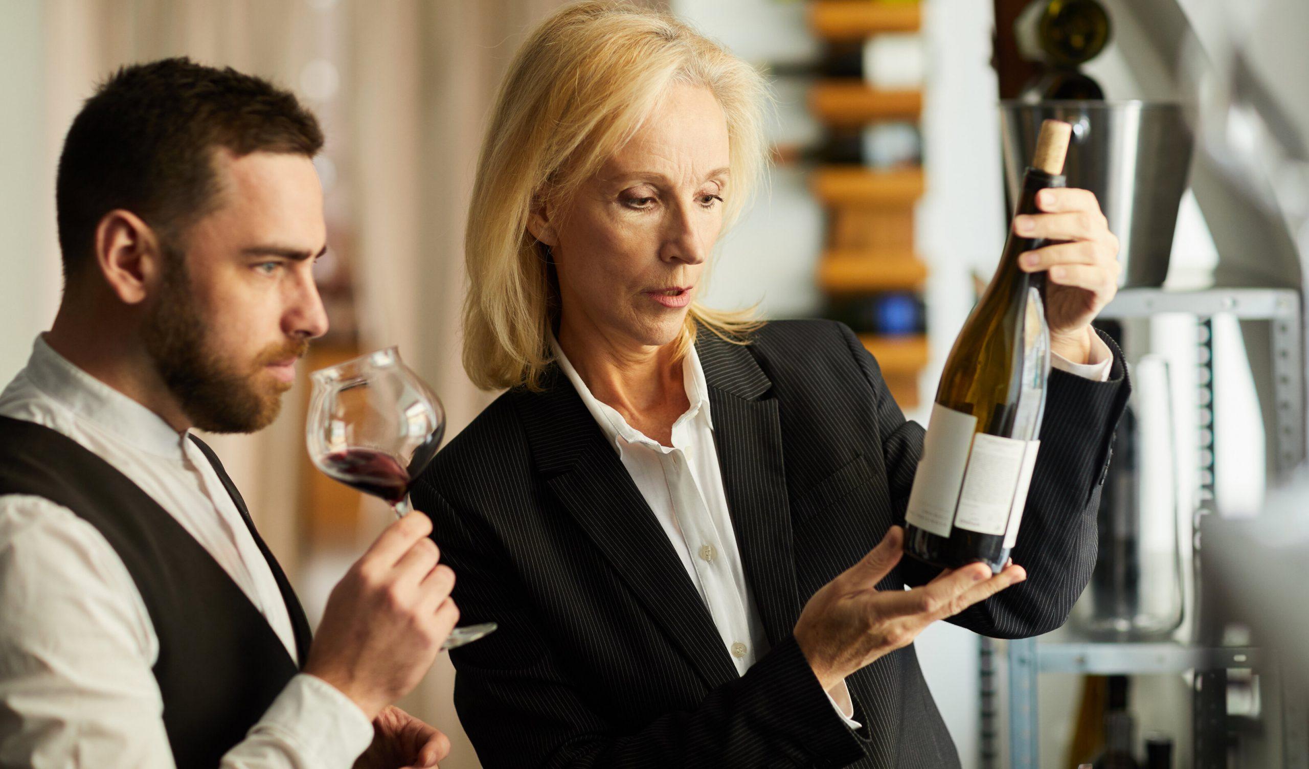 Degustătorii de vinuri nu-și mai pot face meseria din cauza Covid. 38% au rămas fără gust și miros