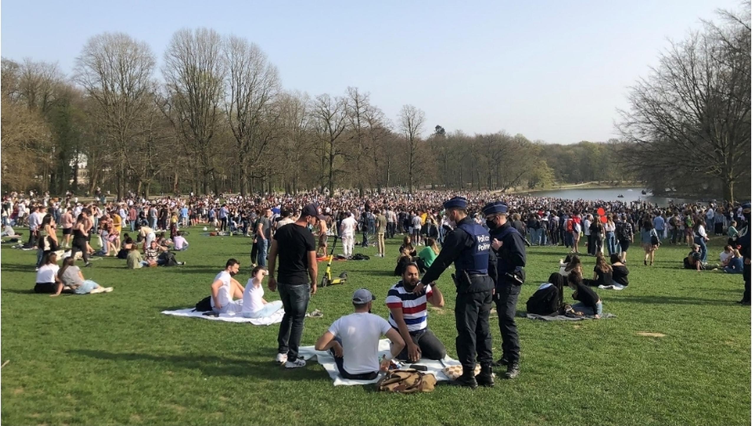 Un eveniment fictiv, promovat online, a determinat mii de belgieni să se adune într-un parc din Bruxelles. Păcăleala de 1 aprilie s-a transformat în protest