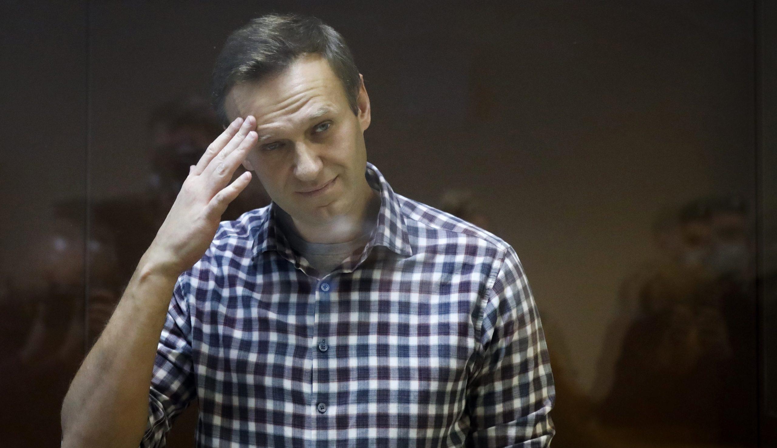 Alexei Navalnîi afirmă că are febră și tuse puternică, în contextul focarului de tuberculoză izbucnit în închisoare