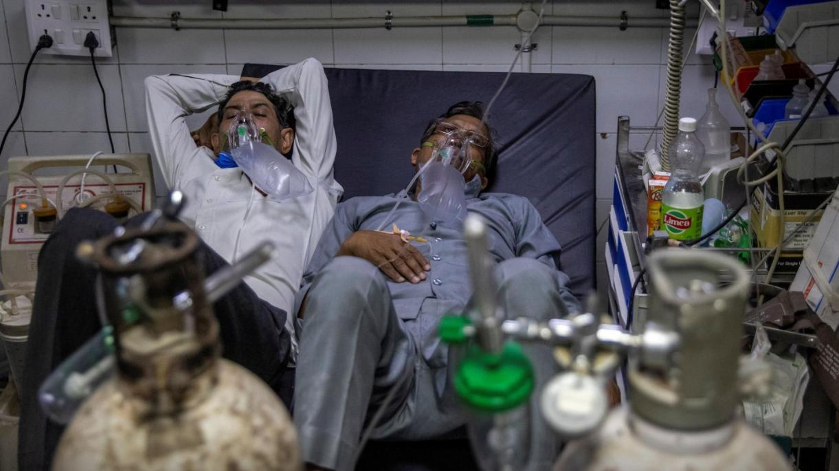 India  Câte doi pacienți Covid într-un pat. Sistemul sanitar total depășit