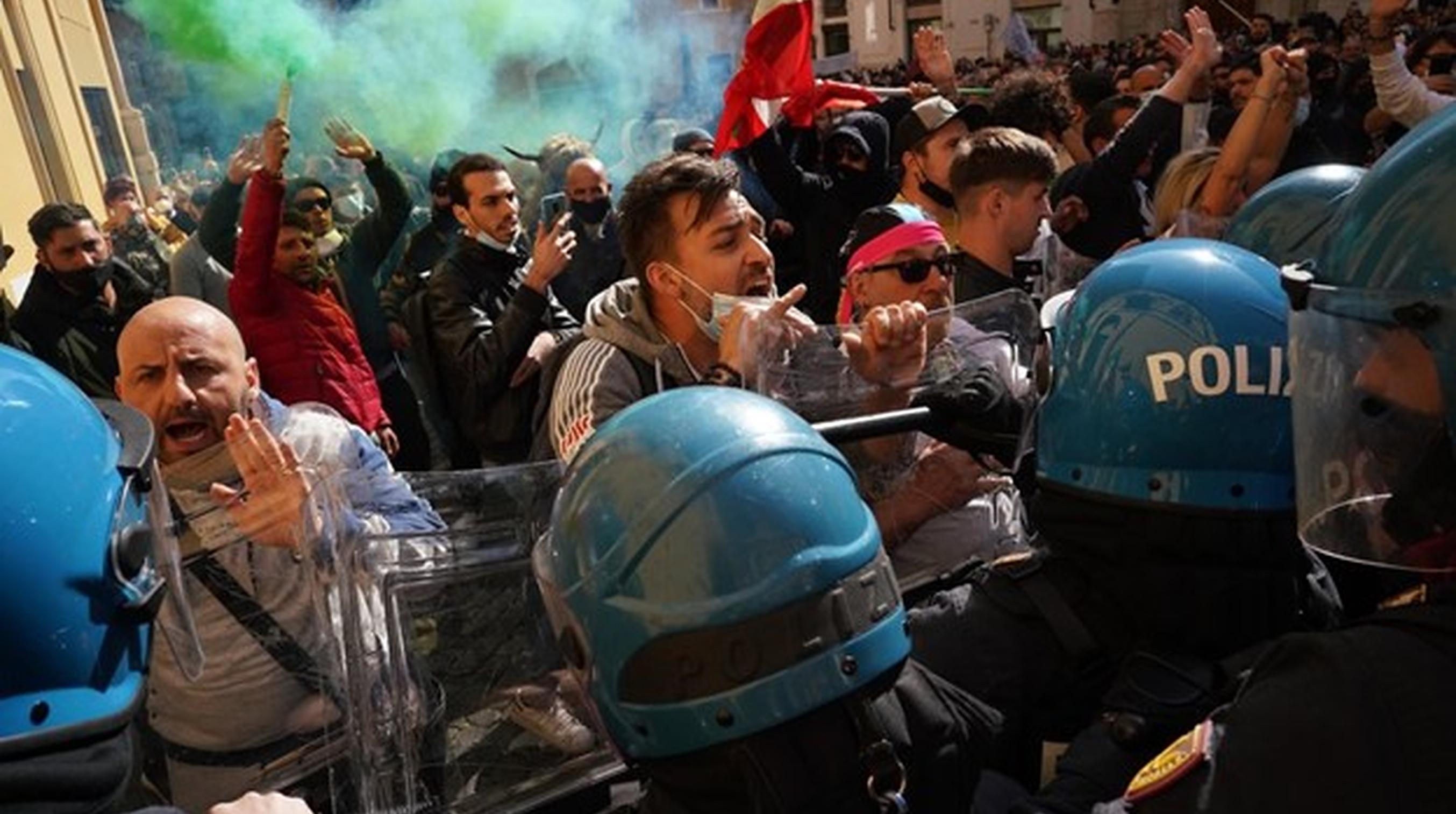 Italia| Confruntări violente între proprietarii de restaurante și forțele de ordine. Afaceriștii cer redeschiderea totală