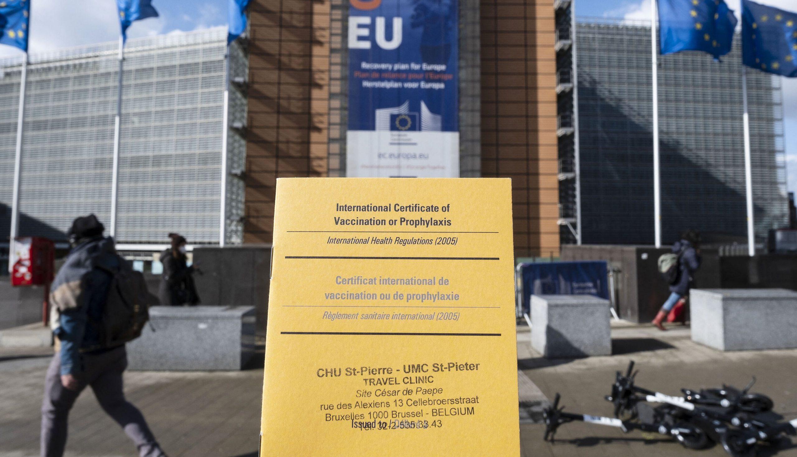 Implementarea pașapoartelor Covid ar putea duce la infectări deliberate, avertizează consilierii guvernamentali din UK