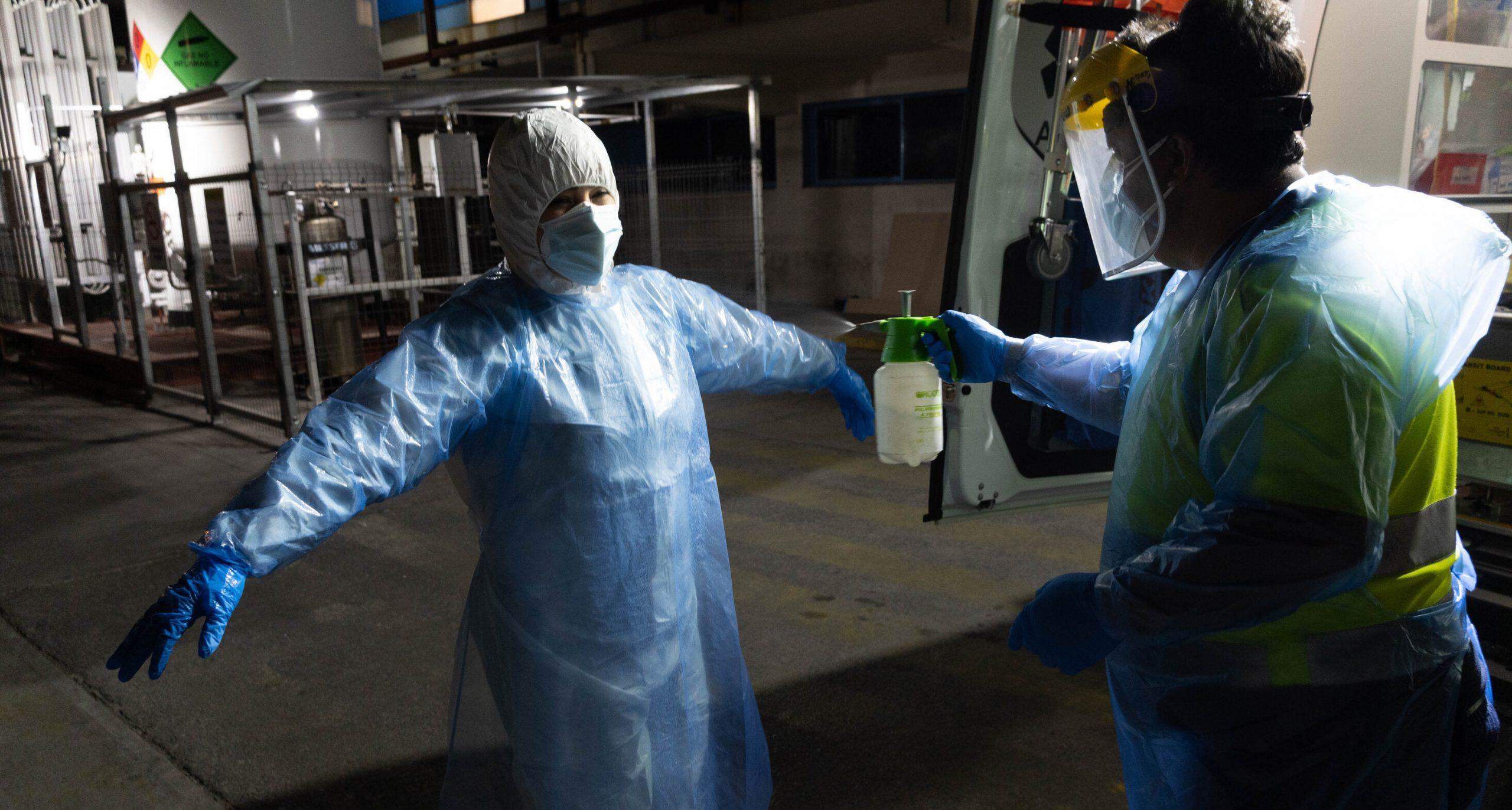 Experiența din Chile arată că o rată mare de vaccinare nu exclude o carantină dură, spune directorul medical al Angliei
