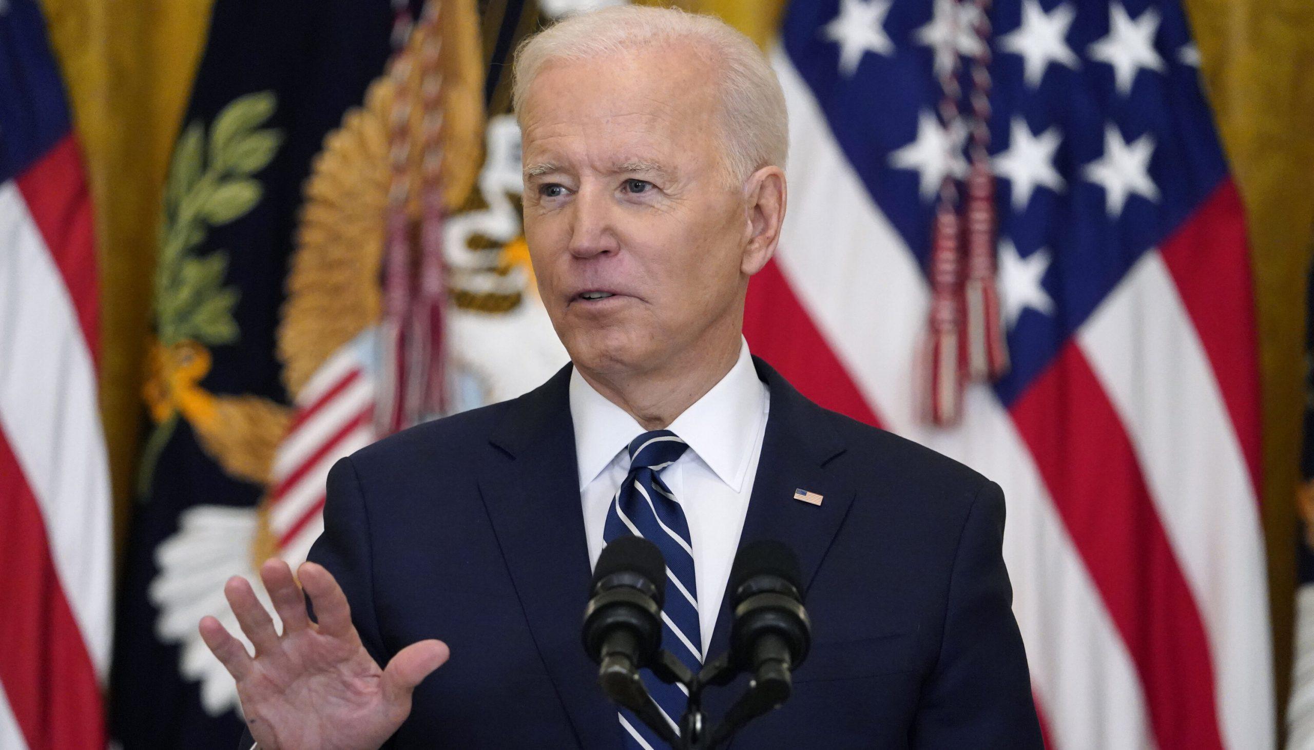 """America se pregătește de al patrulea val Covid. Biden: """"Restabiliți obligația de a purta mască. Nu este o mișcare politică"""""""