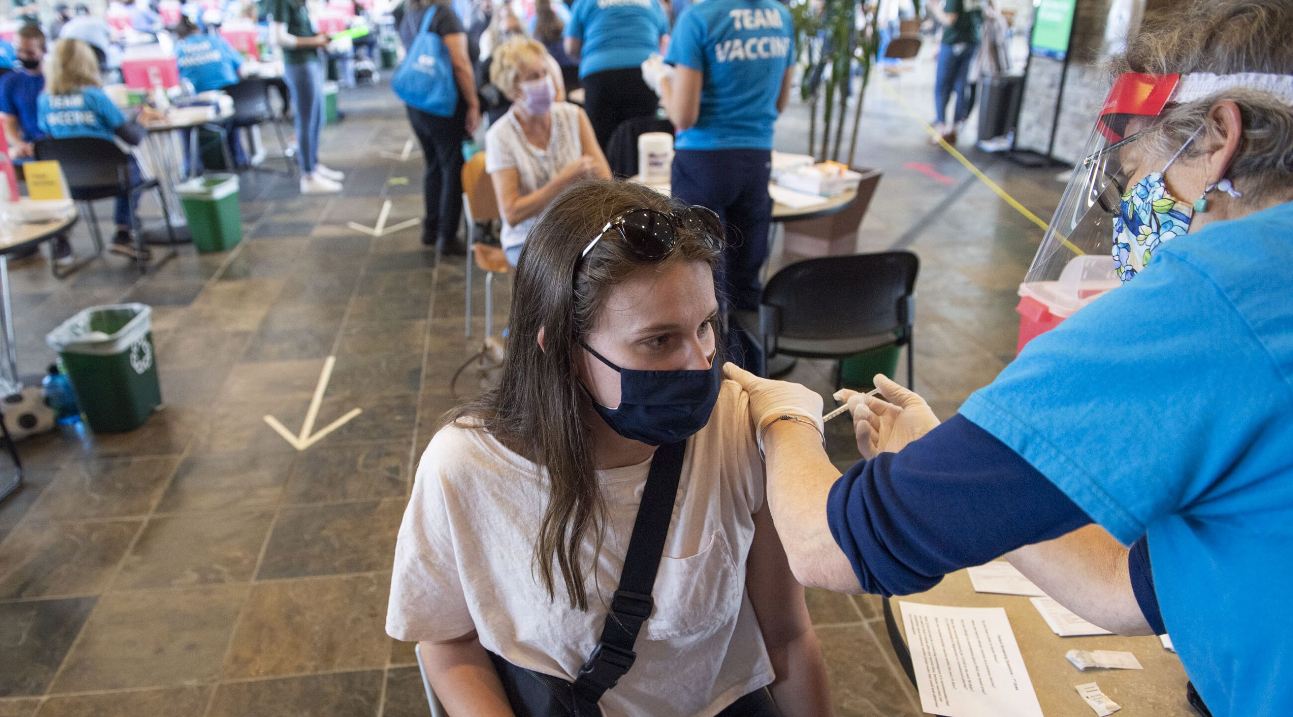 SUA| 6.000 de americani infectați cu SARS-Cov-2 după vaccinare. Sau 0,007% din totalul celor complet imunizați