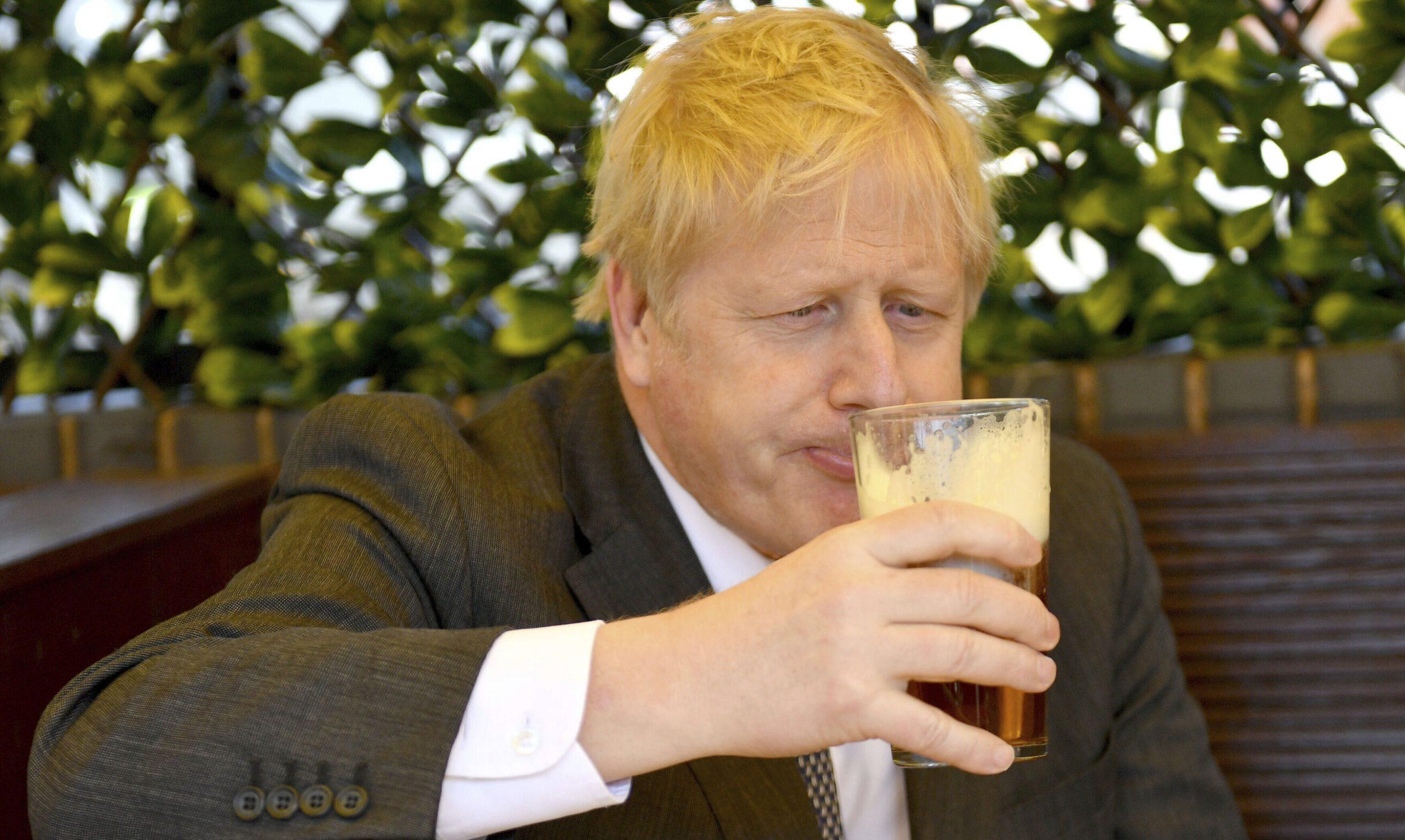 Boris Johnson, anchetat cu privire la provenința banilor cu care și-a renovat apartamentul personal. 200.000 de lire sterline ar fi costat lucrările