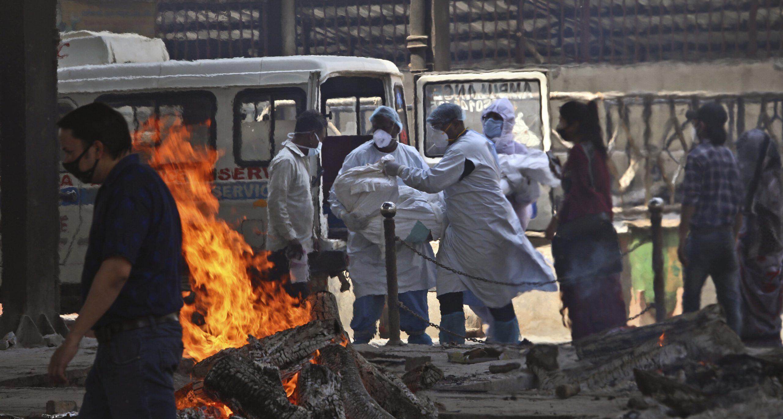 """Situație tragică în India  Lipsă de paturi, oxigen, medicamente. """"Sistemul s-a prăbușit"""" sub presiunea numărului record de noi cazuri"""