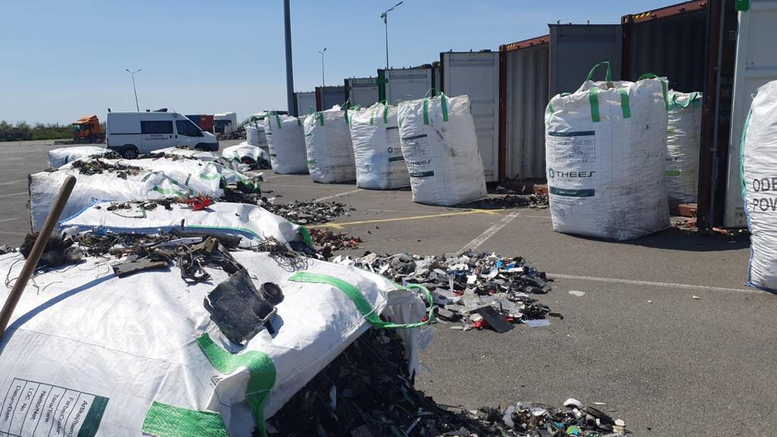 România, groapa de gunoi a Germaniei. 300 de tone de deșeuri au fost descoperite în Portul Constanța