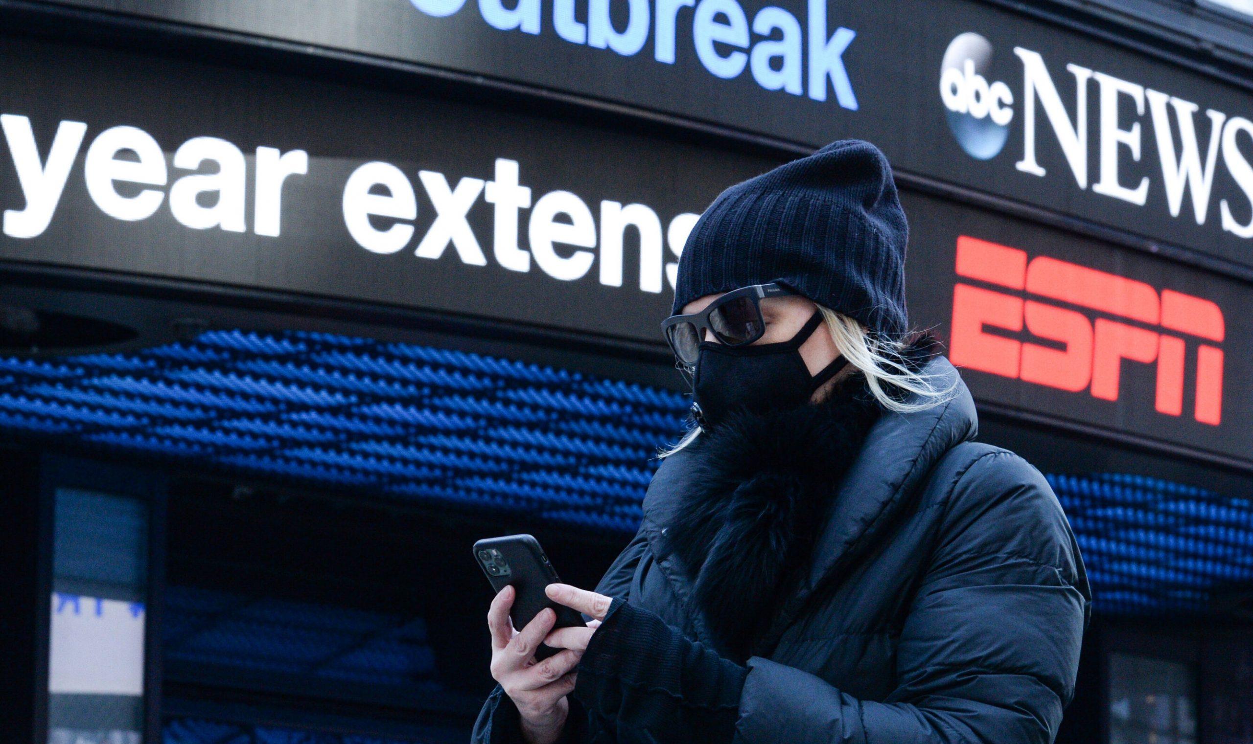 """Unii americani refuză să renunțe la mască, în ciuda recomandărilor: """"Te simți gol fără ea"""""""