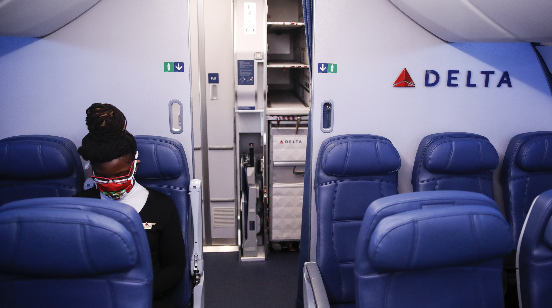 Compania aeriană Delta AirLines solicită noilor angajați să fie vaccinați împotriva Covid