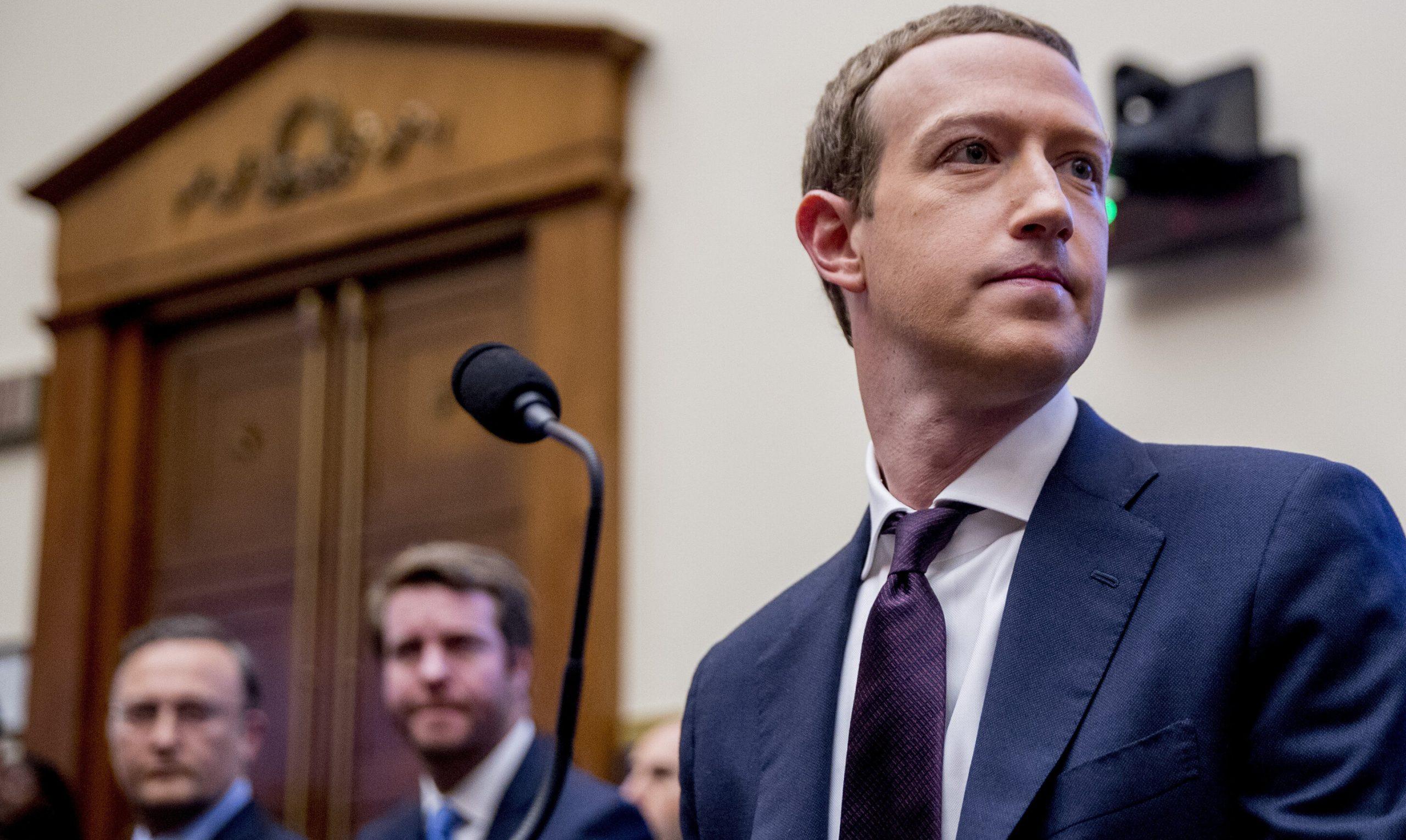 Facebook nu mai cenzurează postările care afirmă că SARS-Cov-2 este creat de om