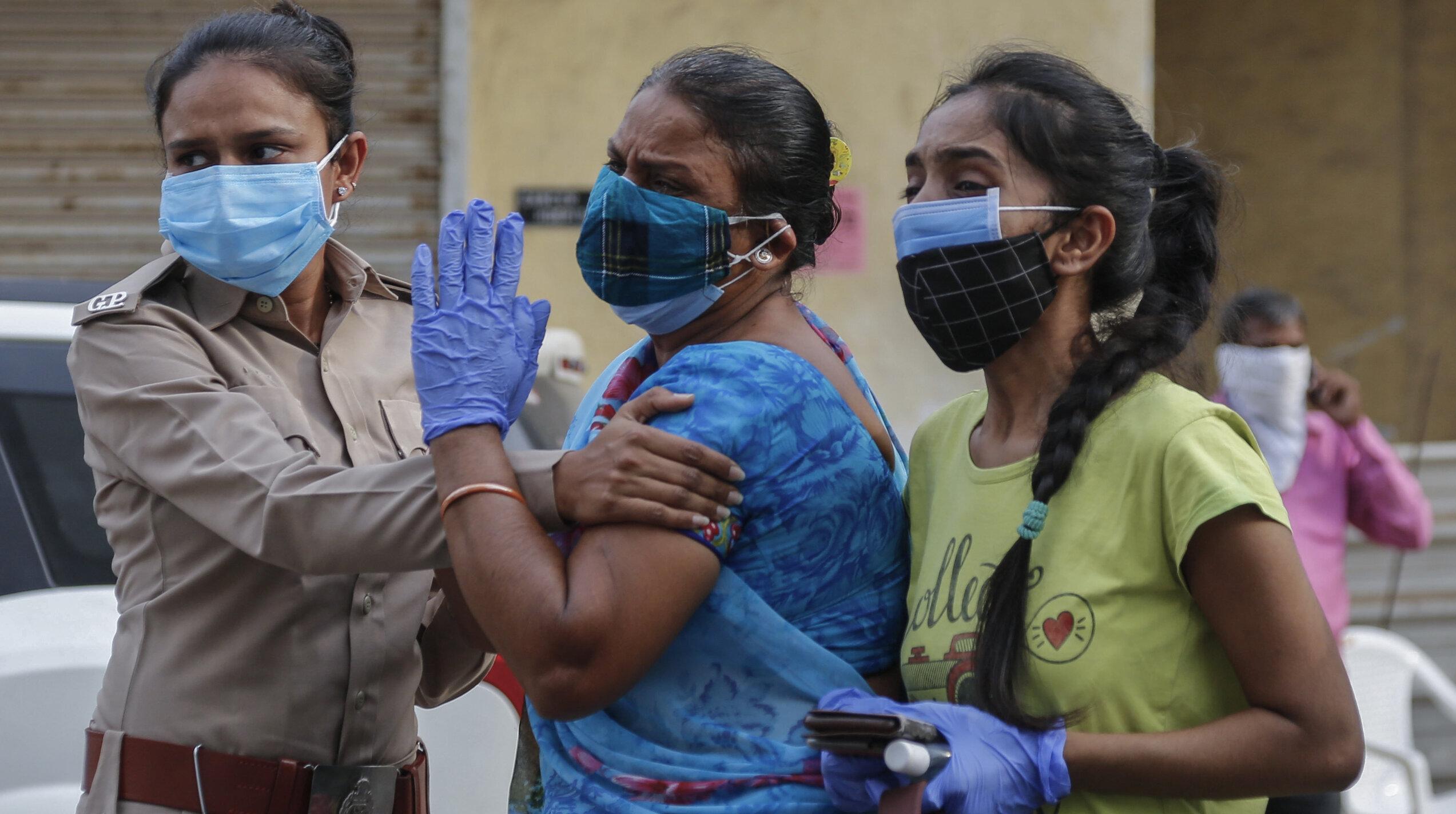 India| Doi bunici s-au sinucis de frică să nu transmită coronavirusul nepotului care locuia în aceeași casă