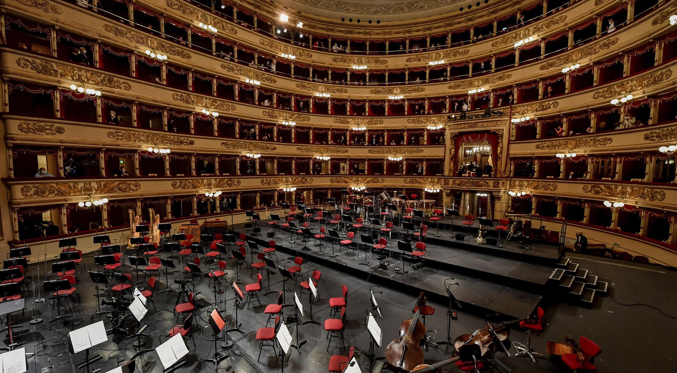 S-a redeschis Scala din Milano, după 7 luni de pauză: muzicieni cu măști, spectatori doar în loje și mult entuziasm